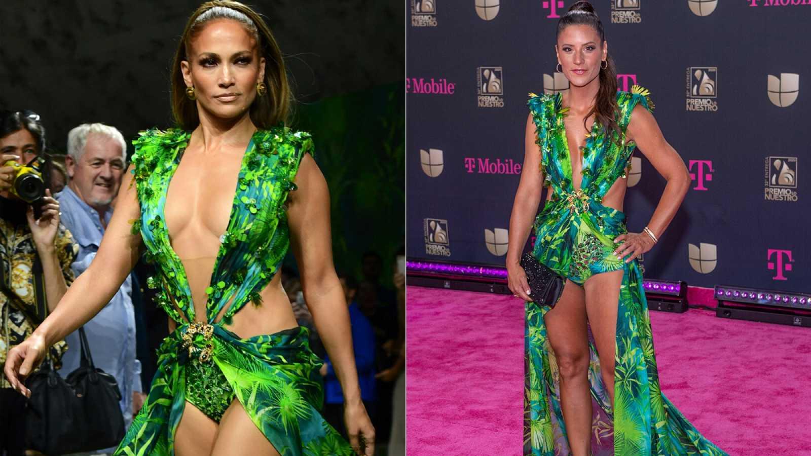 Jennifer López y Pia Copello con el vestido jungla de Versace.