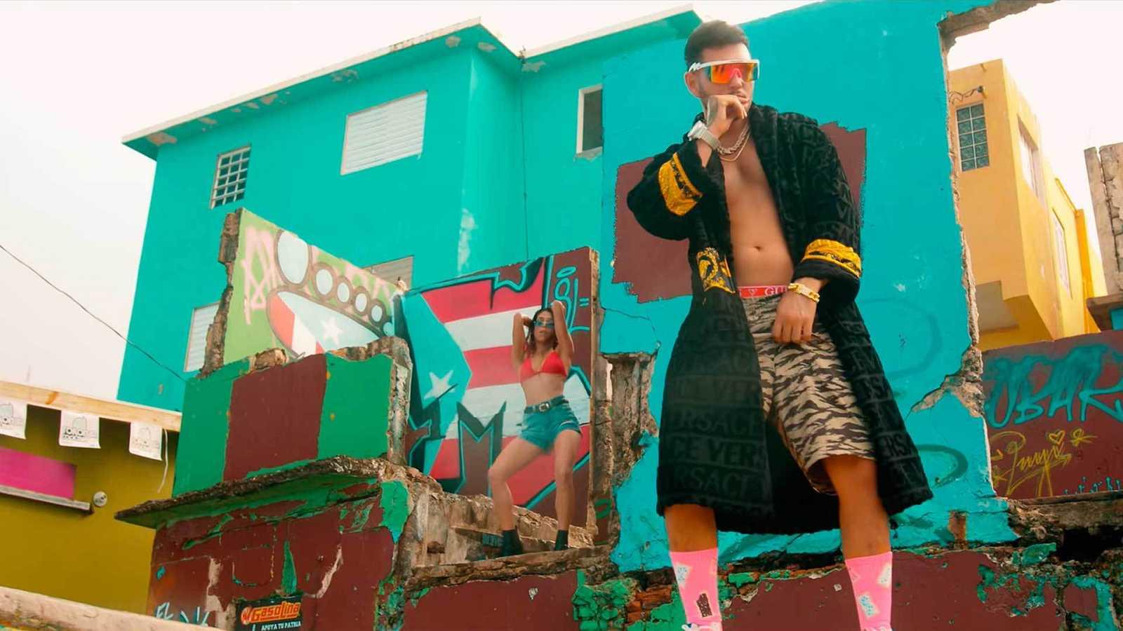 """Imagen del videoclip de Omar Montes """"Más y más""""."""