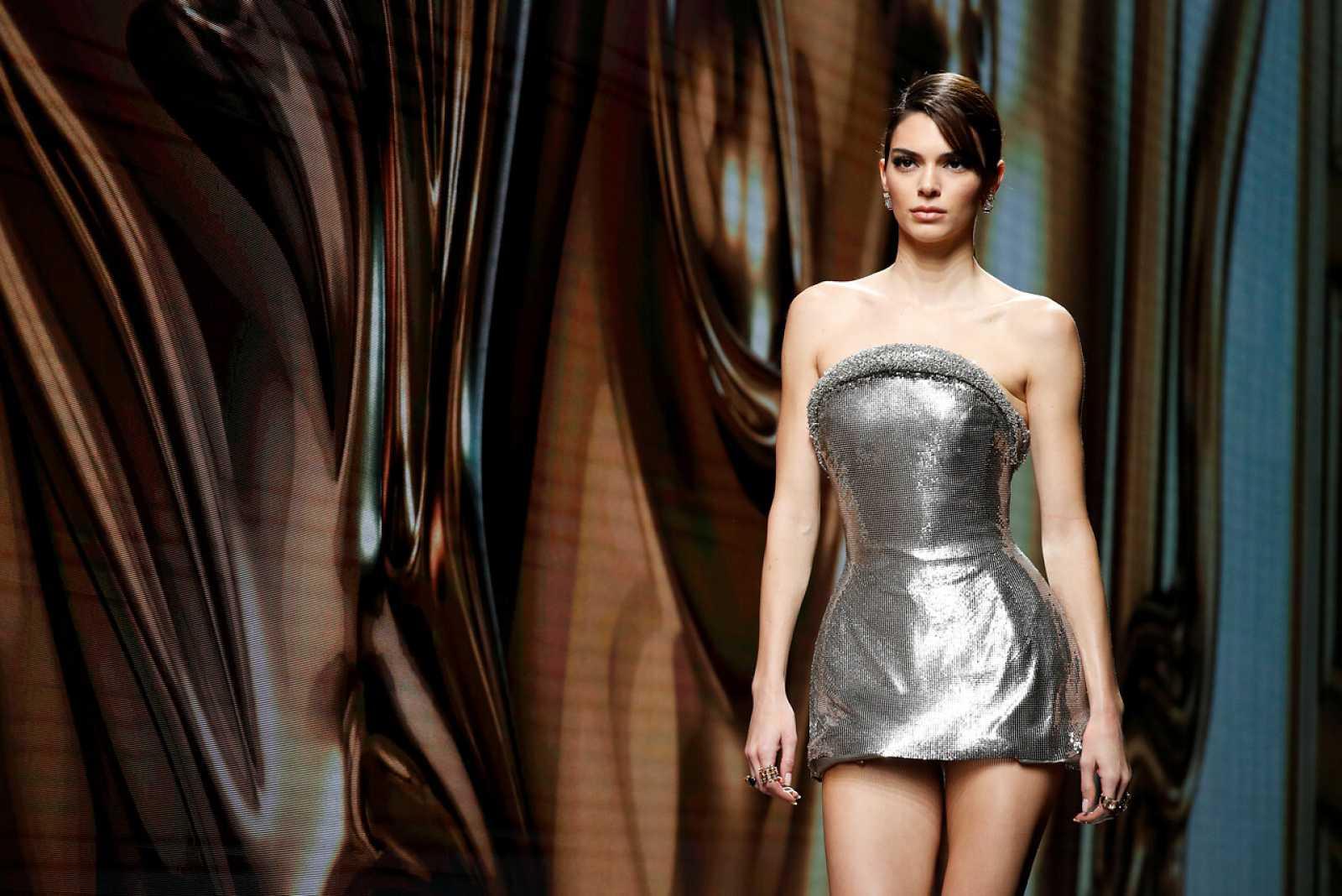 Versace celebra su desfile
