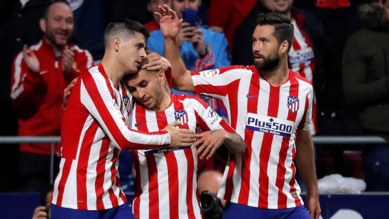 Los jugadores del Atlético, Correa, Morata y Felipe celebran el tanto del argentino ante el Villarreal.