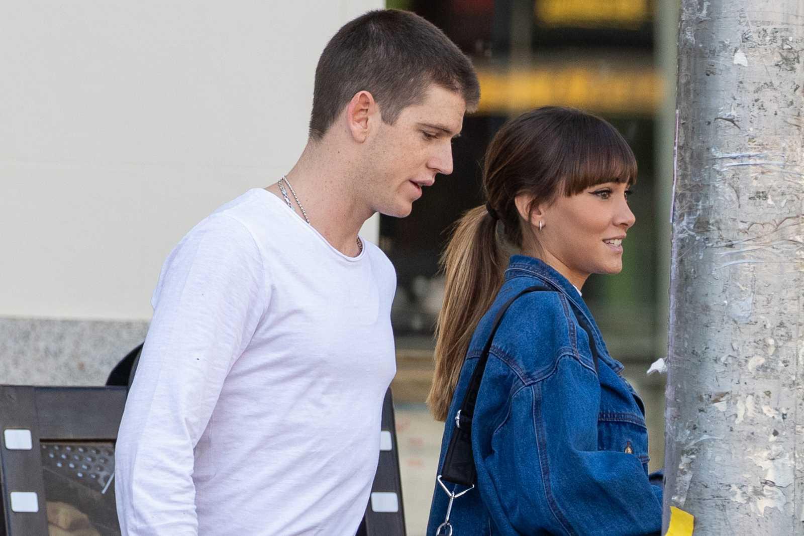 Aitana y Miguel Bernardeau pasean por Madrid en septiembre de 2019
