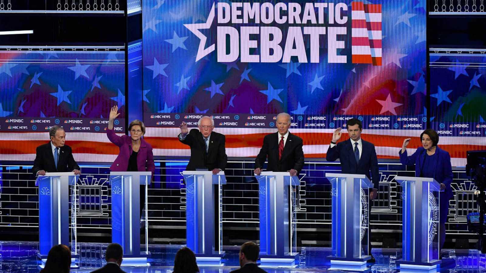 Los demócratas, todos contra Sanders en último debate antes del Súper Martes