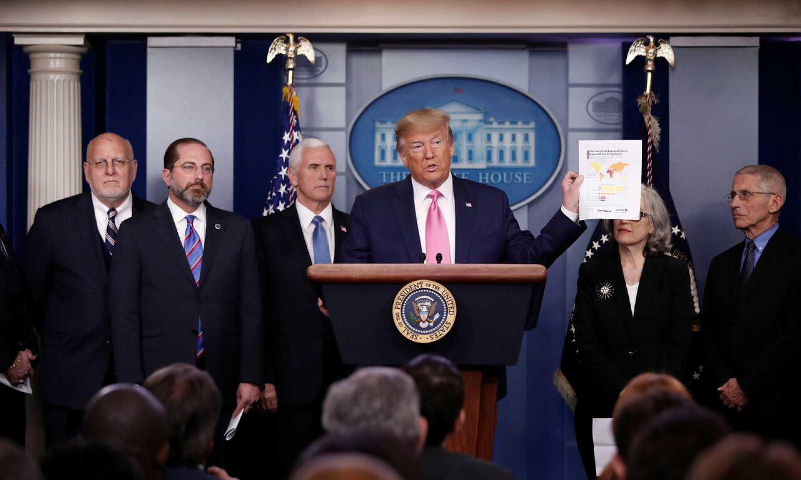 El presidente de los Estados Unidos, Donald Trump, en un encuentro con los periodistas para informar sobre las medidas que el país tomará ante la posible propagación del coronavirus.
