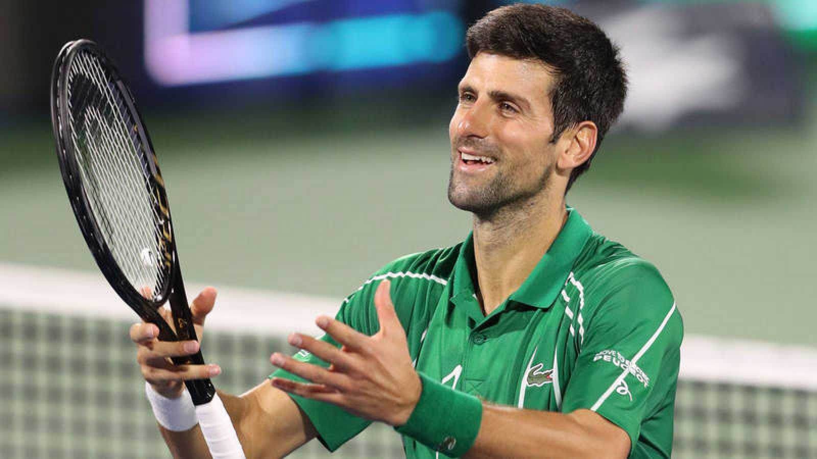 Novak Djokovic celebra su victoria ante Khachanov.