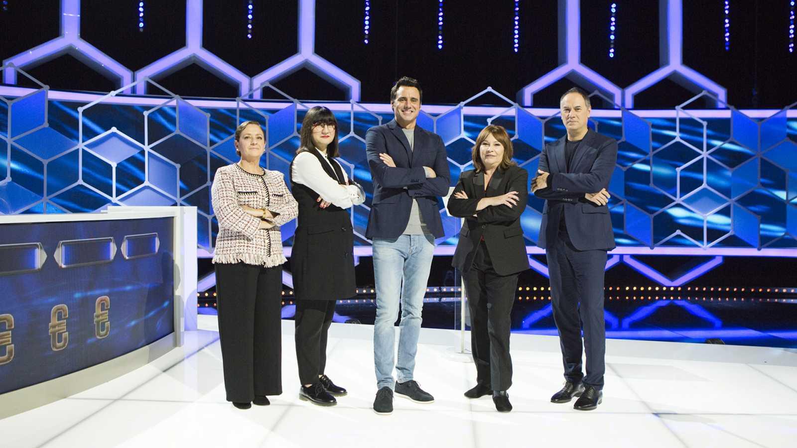 Paz, La Profesora; Lilit, La Espia; Ion Aramendi, presentador; Ruth, La Gobernanta; y Erundino, ElJusticiero.