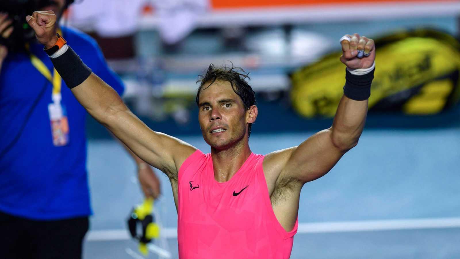 El tenista español Rafa Nadal celebra su triunfo después de ganar al búlgaro Grigor Dimitrov en México