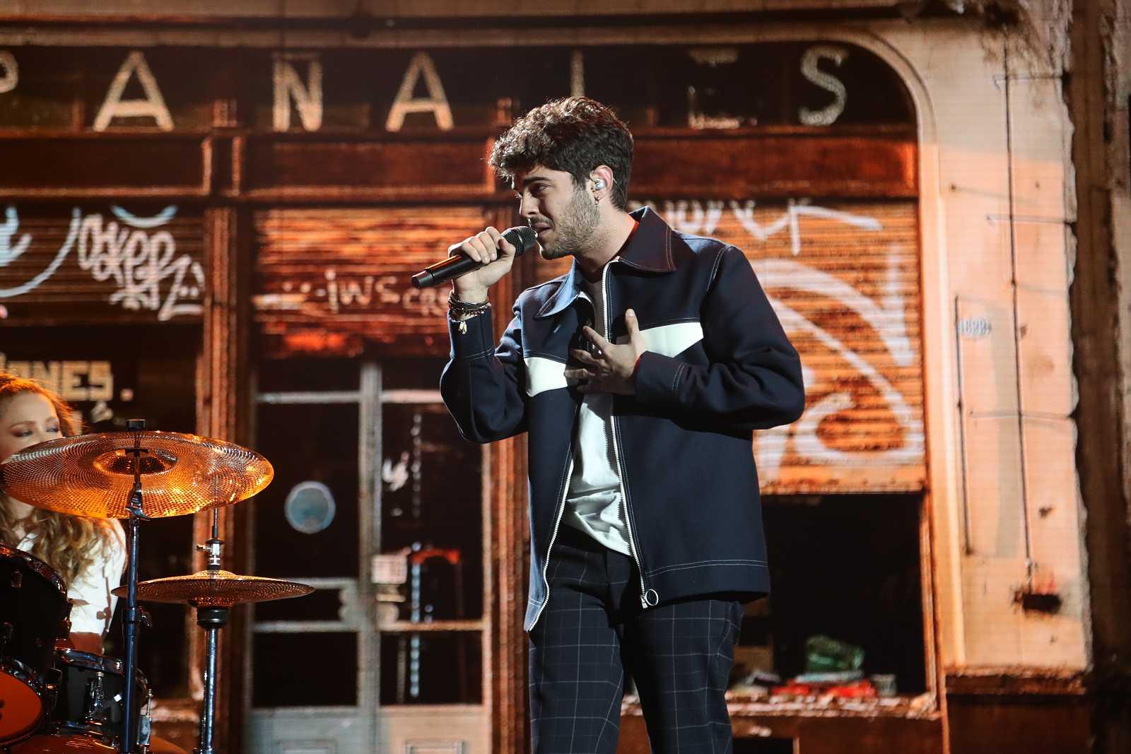 Rafa cantando en la gala 7 de Operación Triunfo