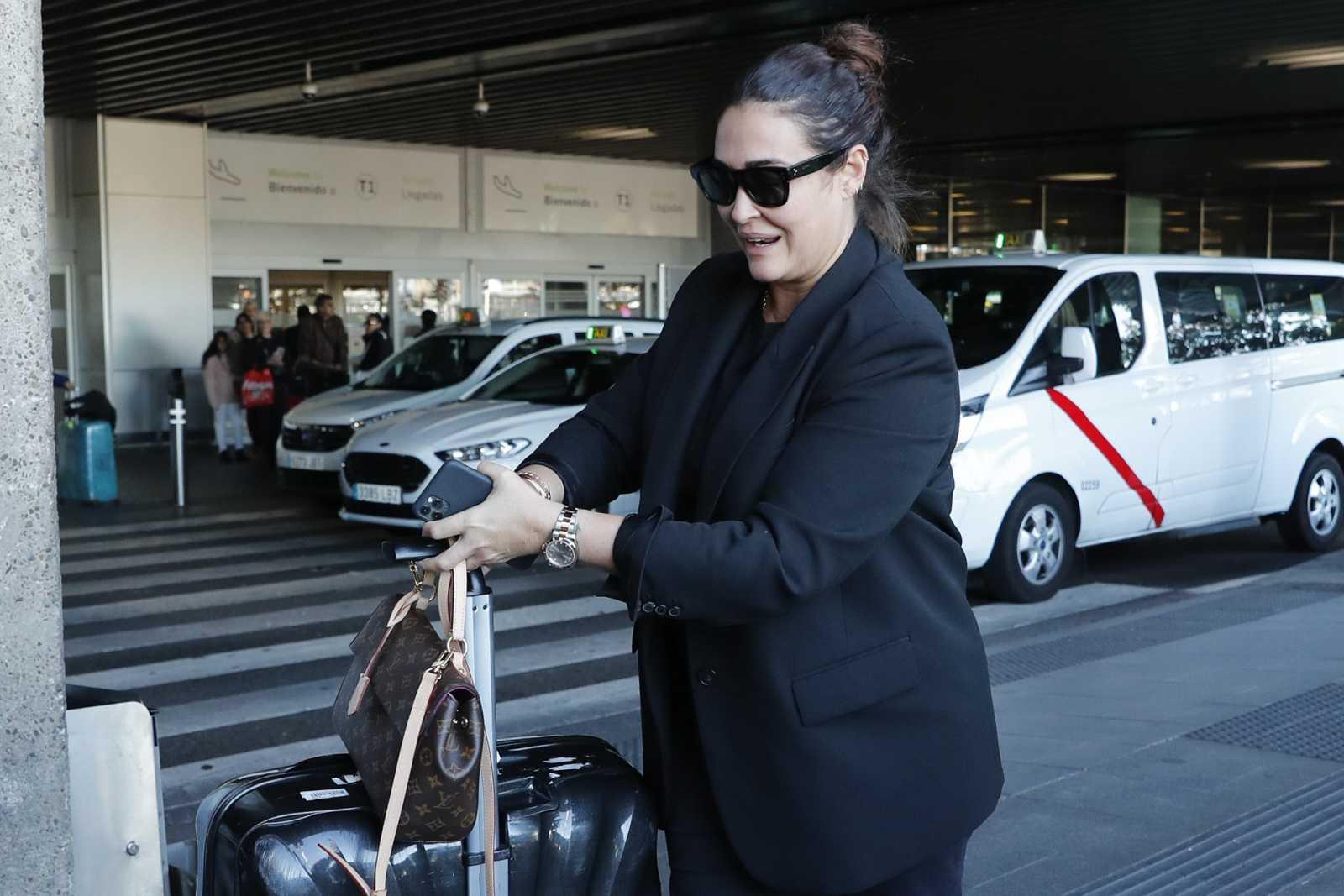Vicky Martin Berrocal en el aeropuerto
