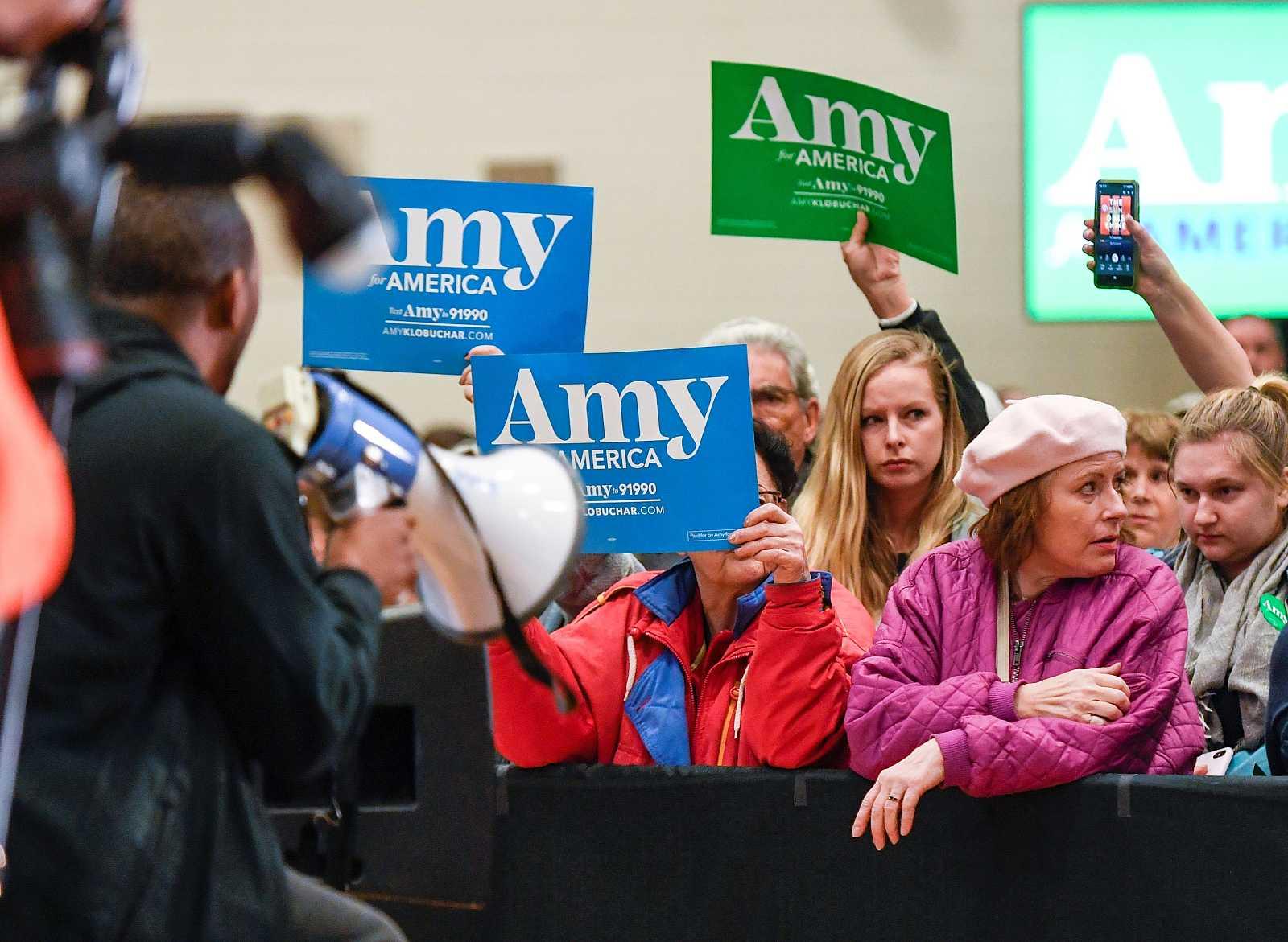 La candidata presidencial estadounidense, la senadora Amy Klobuchar, se retira de las primarias demócratas