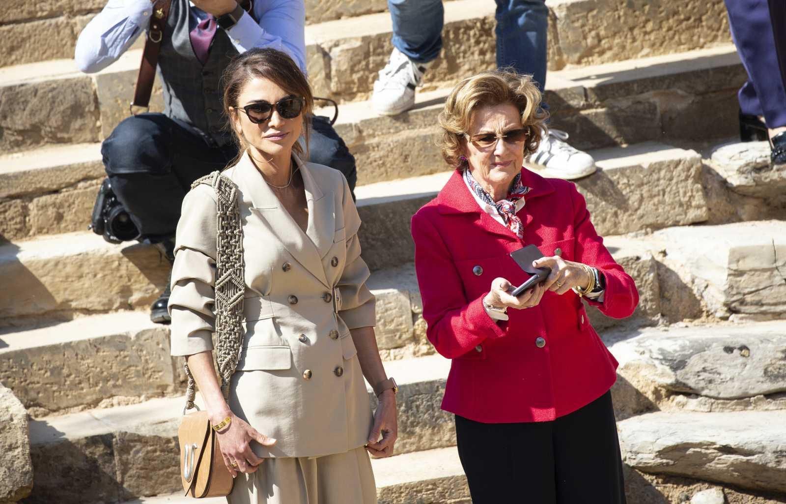 Rania de Jordania con la Reina Sonia de Noruega en la visita a las ruinas de Al Maghtas
