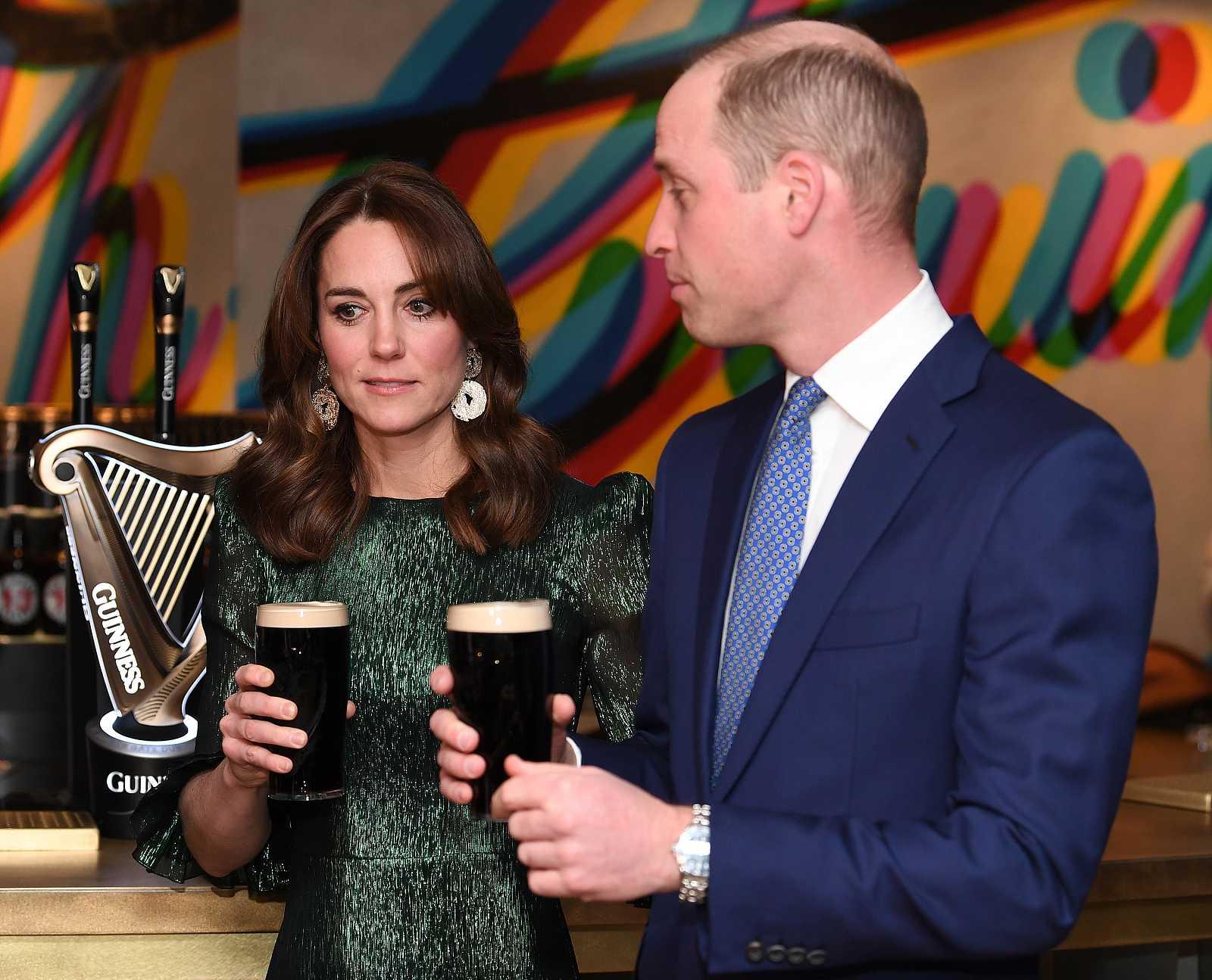El príncipe Guillermo y Kate Middleton, duques de Cambrigde en la recepción en el Guinness Storehouse en Dublín, Irlanda