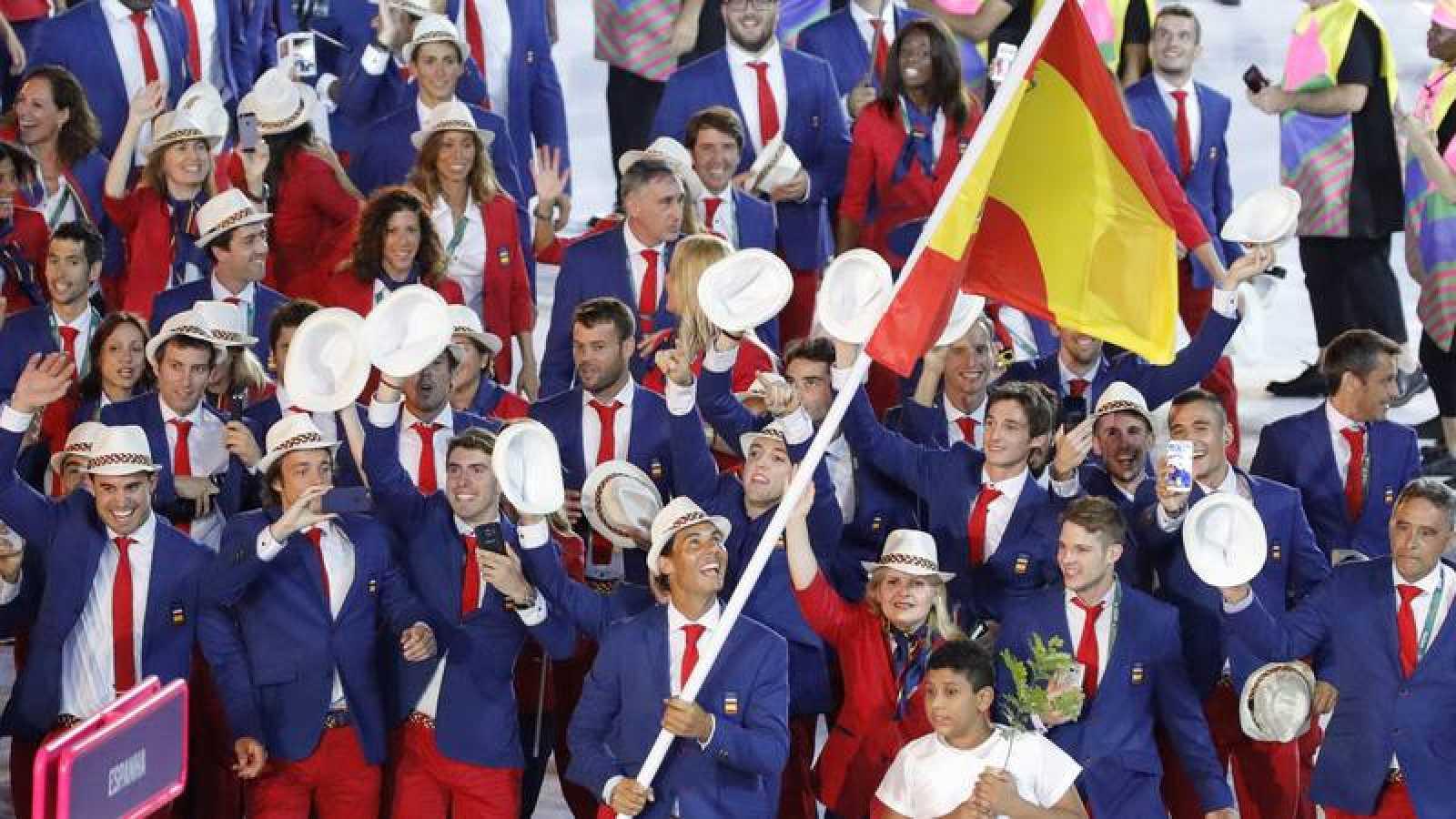 Rafael Nadal encabeza el equipo olímpico de España en la ceremonia inaugural de los Juegos Olímpicos Río 2016.
