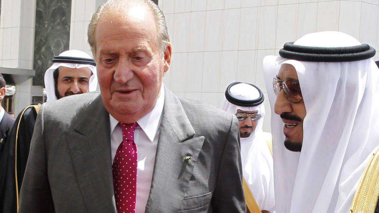 El rey Juan Carlos, junto al príncipe heredero de Arabia Saudí, Salman bin Abdul-Aziz Al Saud, en una imagen de 2014.