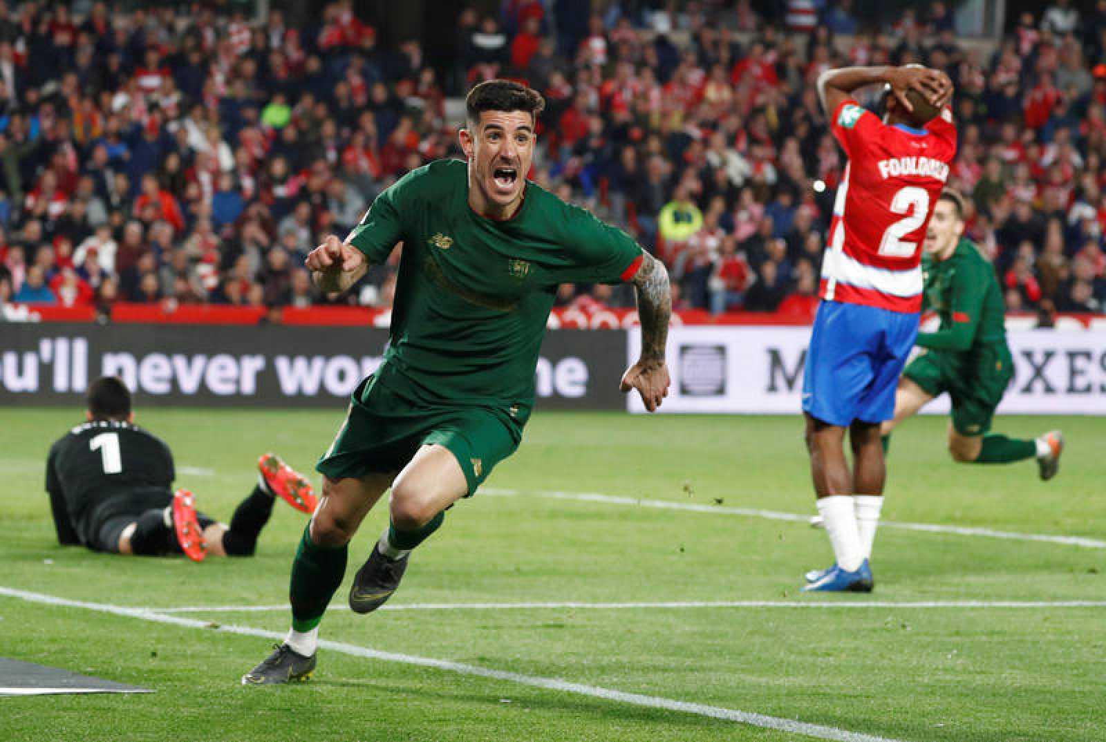 Yuri Berchiche celebra su gol ante el Granada