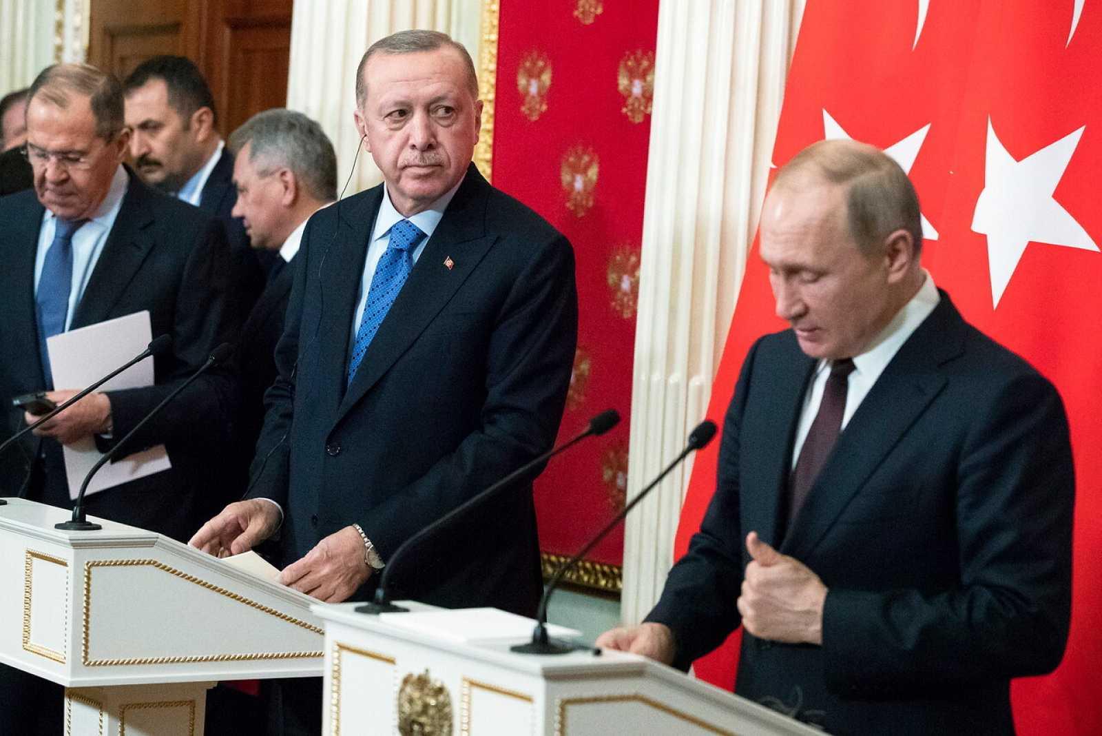 El presidente ruso Vladimir Putin y el presidente turco Recep Tayyip Erdogan durante una conferencia de prensa