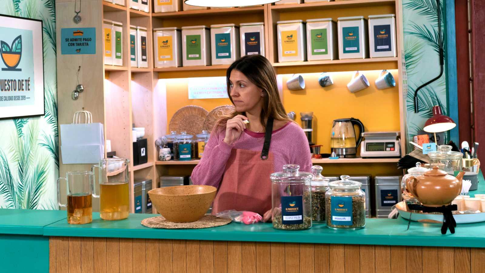 Cristina ha empezado a trabajar en la tetería del mercado