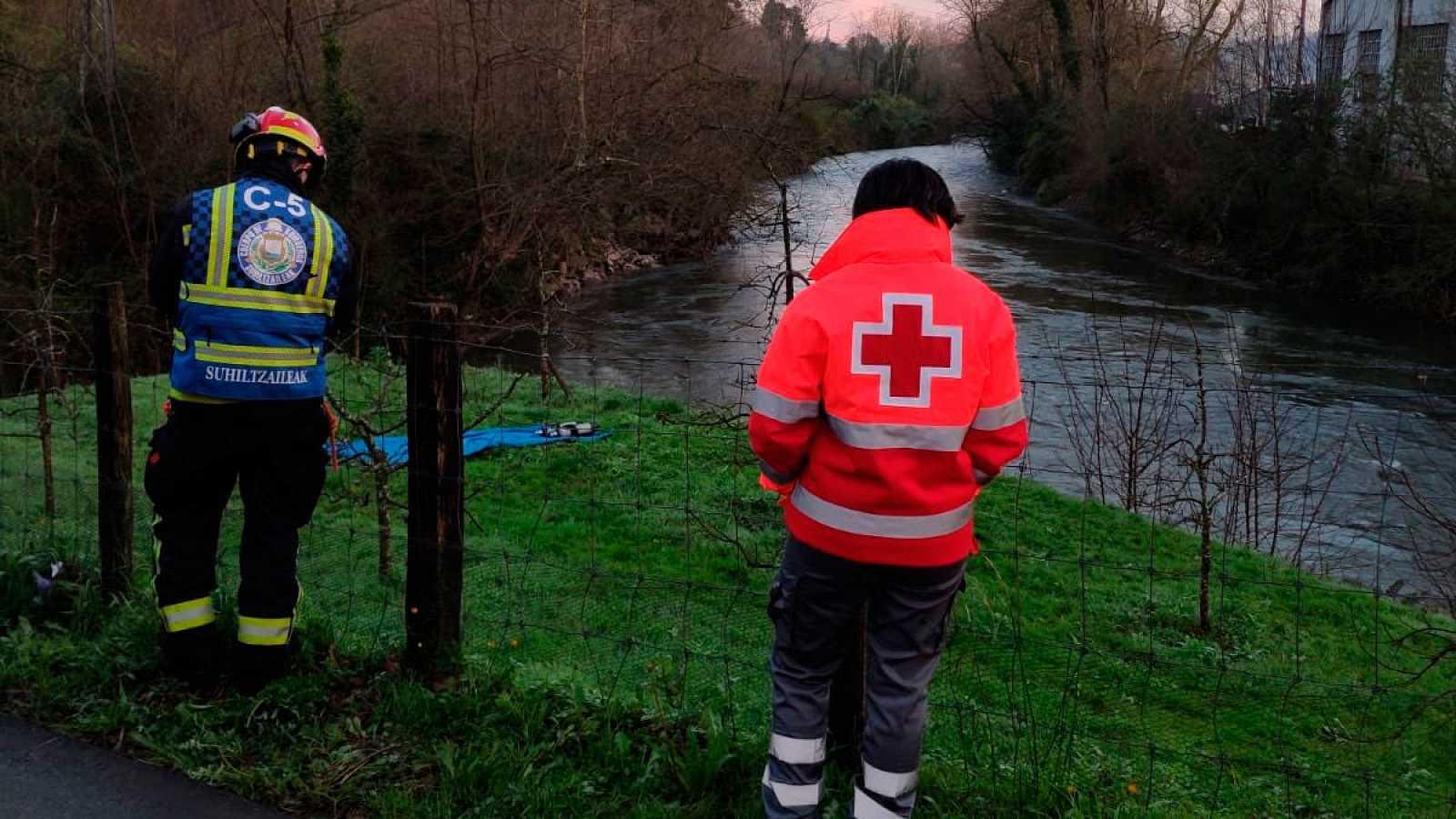 Los equipos de emergencia buscan a los dos ocupantes desaparecidos