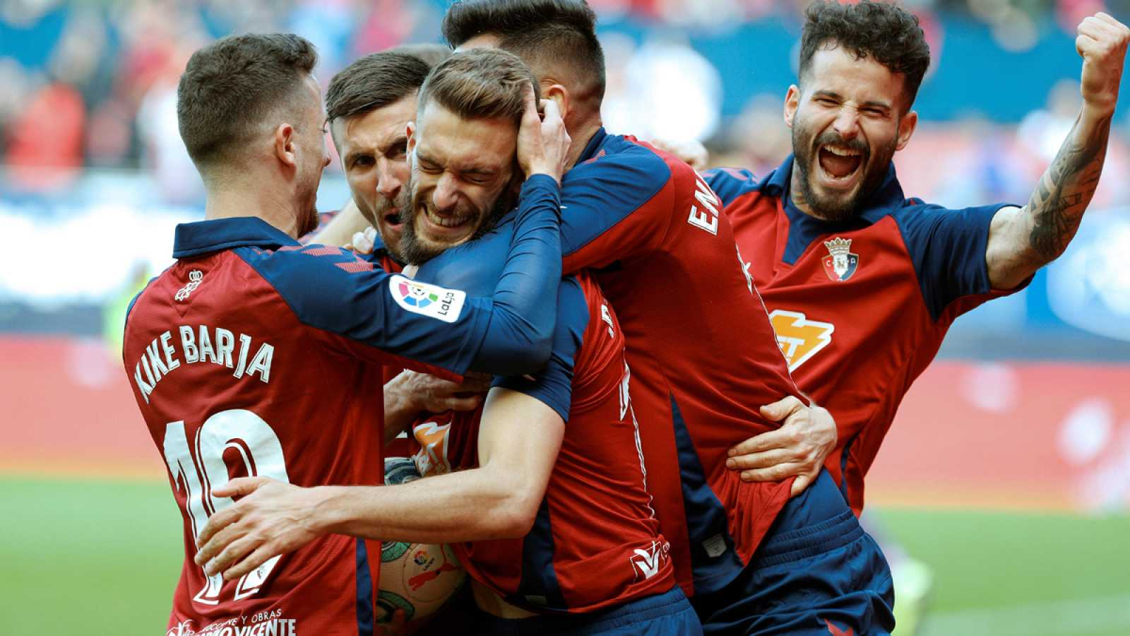 Jugadores de Osasuna celebran el gol