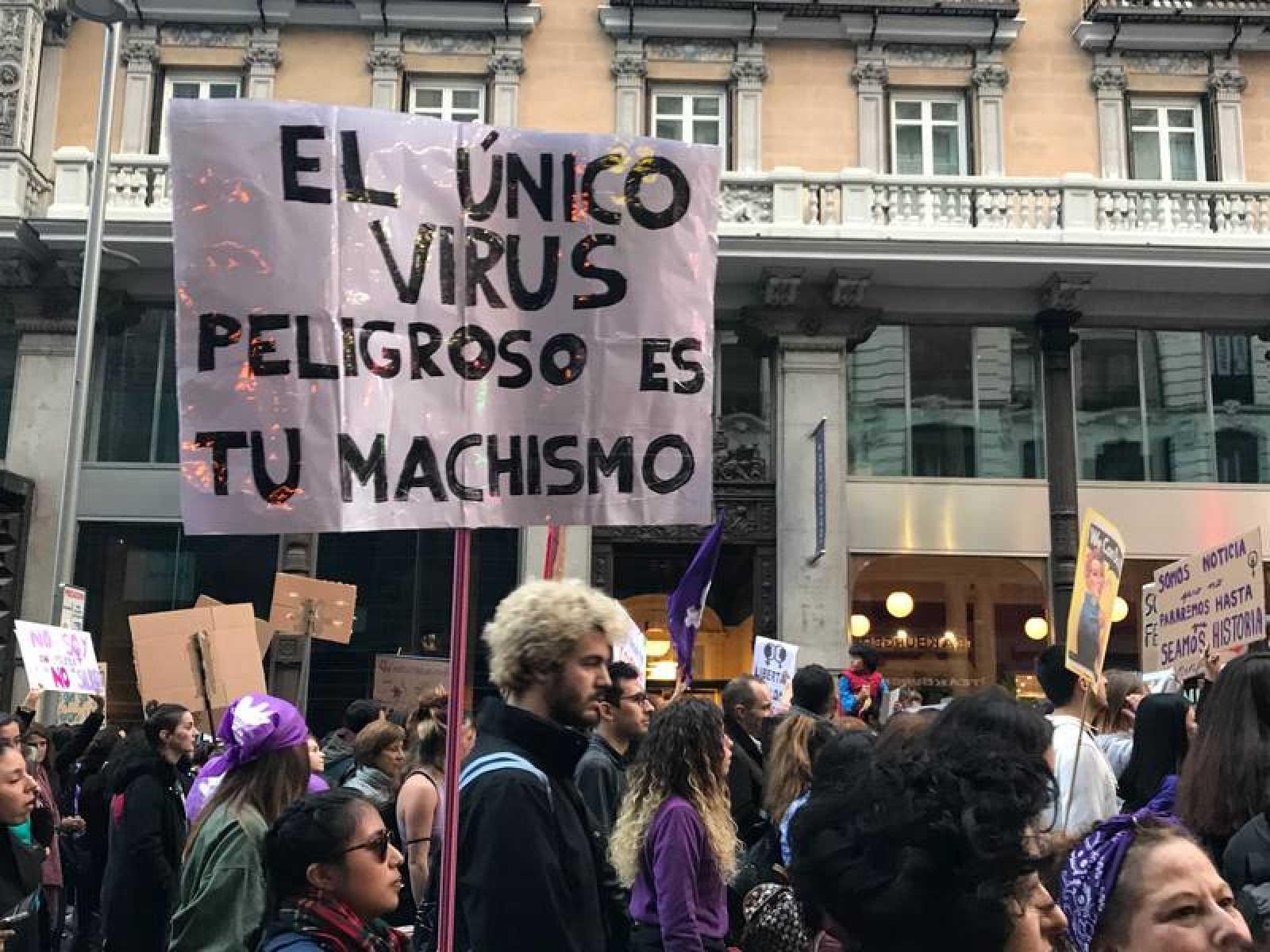Imagen de unos manifestantes durante el 8M en Madrid.