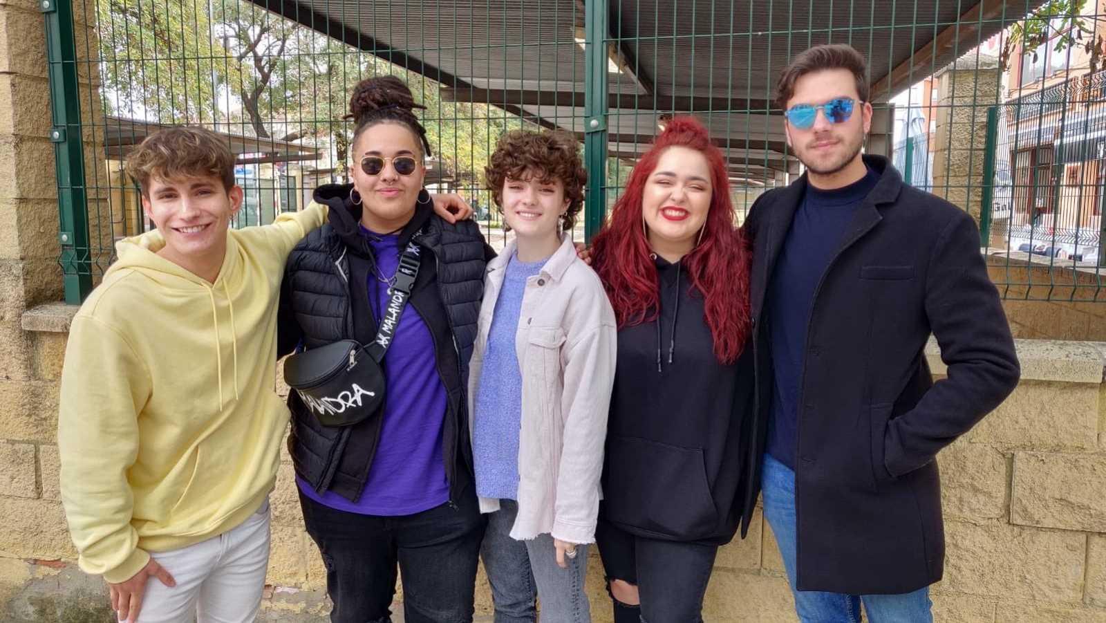Nick, Eli, Anne, Ariadna y Javy en las firmas de Sevilla