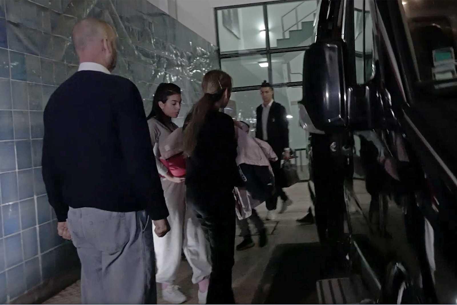 Georgina Rodríguez junto a Cristiano Ronaldo visitando a Dolores Aveiro