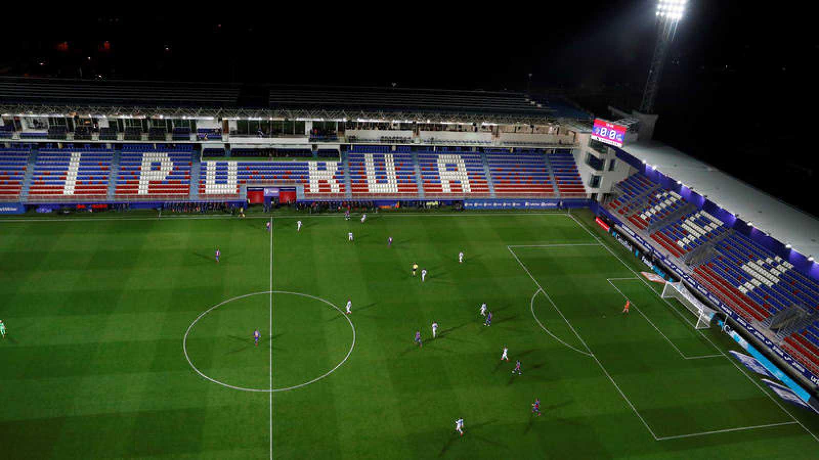 Vista general del estadio de Ipurúa durante el partido Eibar - Real Sociedad, disputado a puerta cerrada