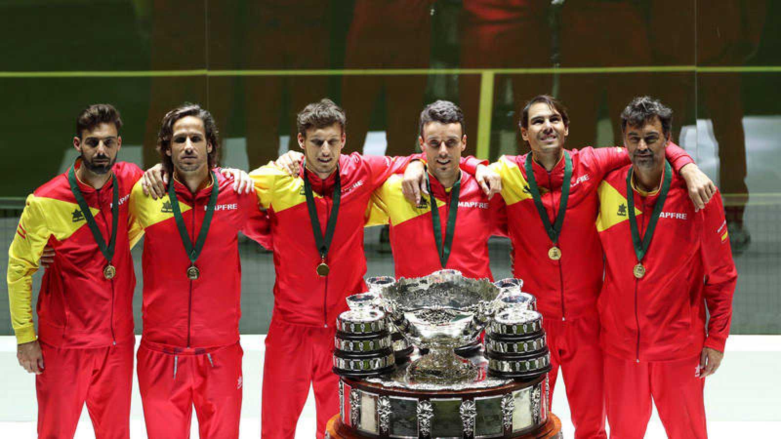 España posa con la Copa Davis 2019