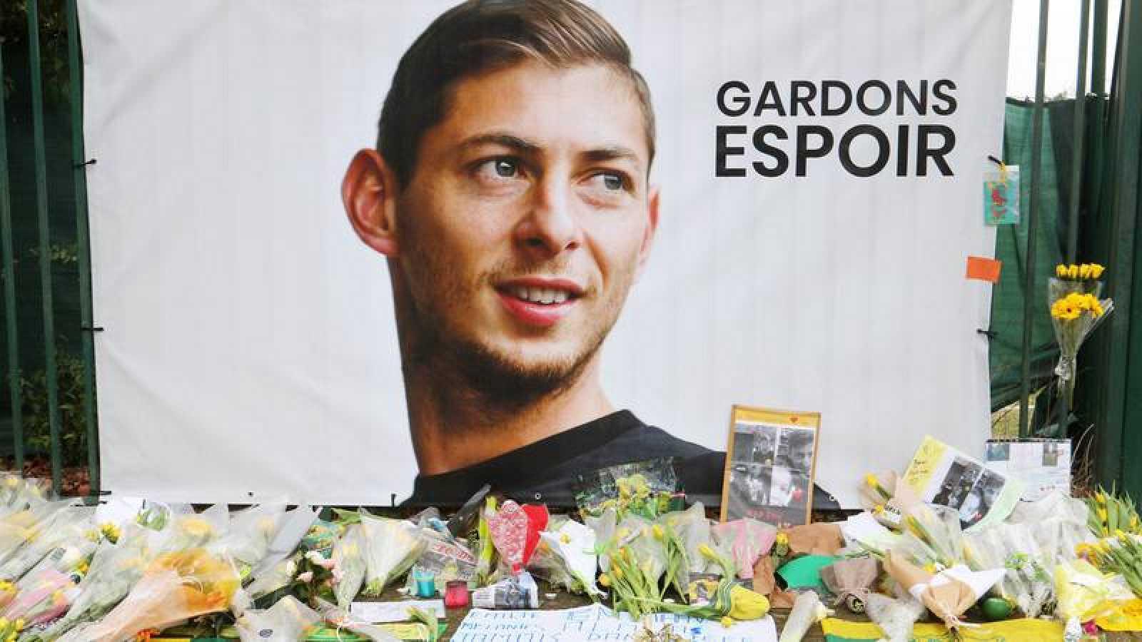 Imagen del homenaje al futbolista argentino Emiliano Sala en Nantes.