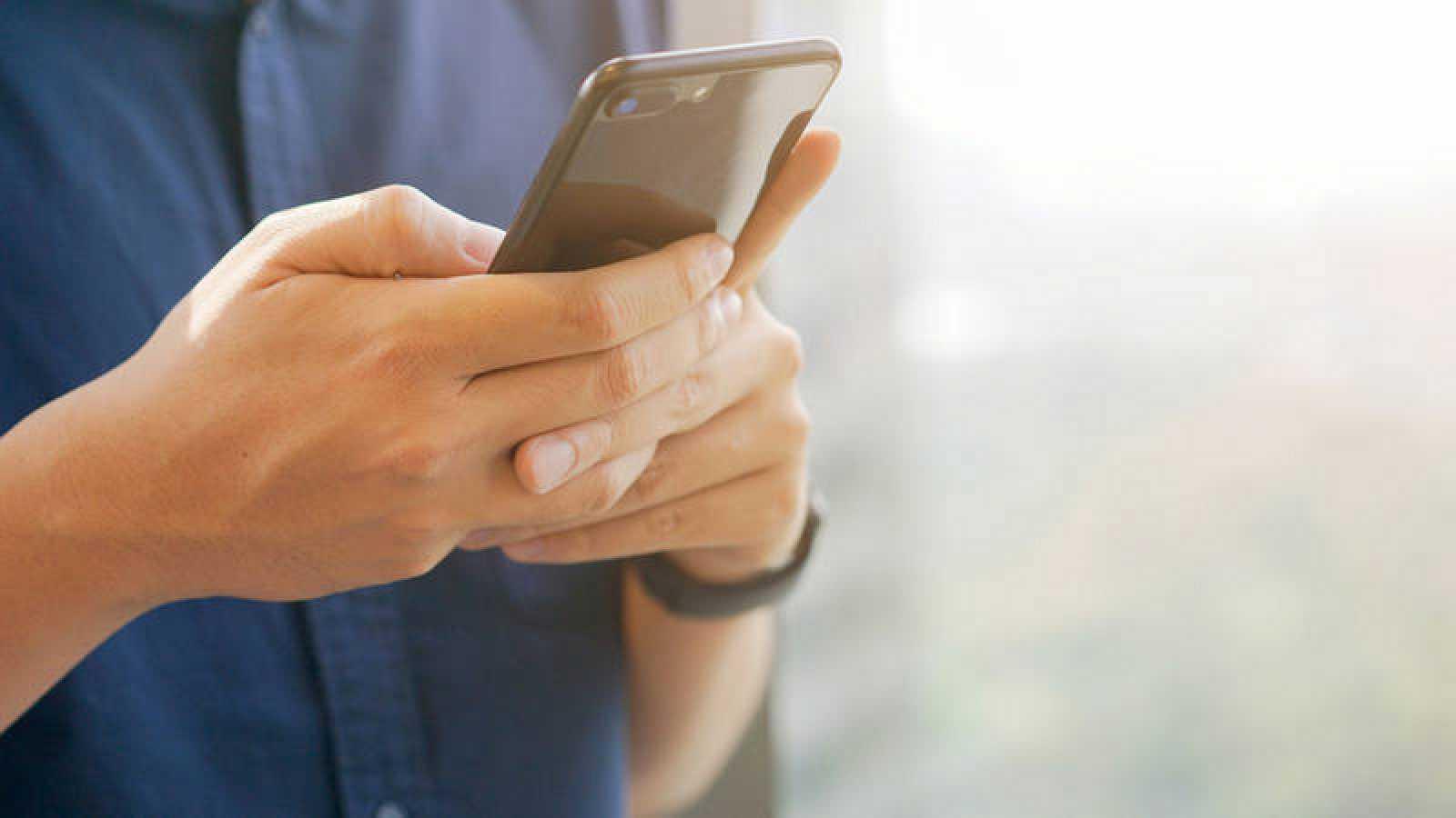 La mayoría de CCAA ha abierto teléfonos específicos para consultas sobre el coronavirus