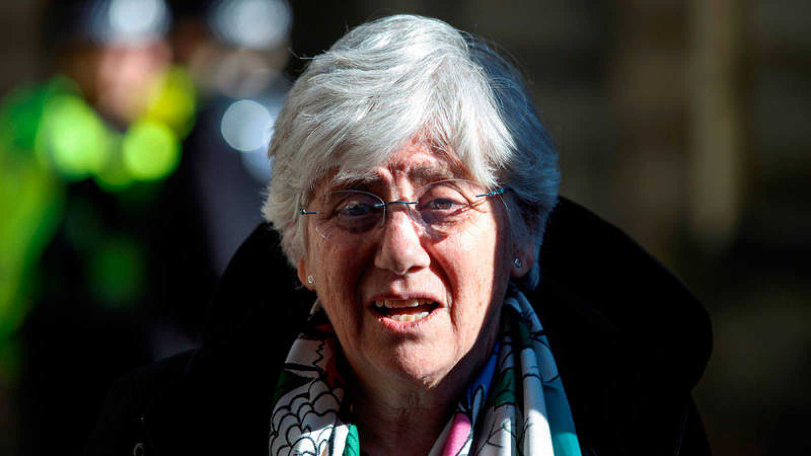 Clara Ponsati a su salida del Tribunal del Sheriff de Edimburgo