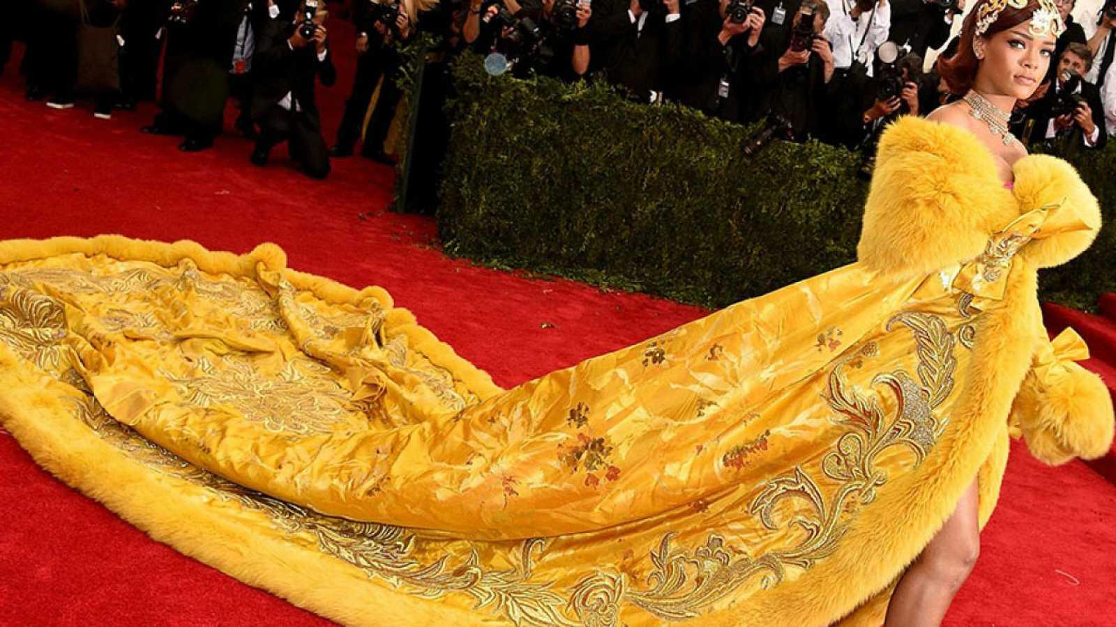 Rihanna con vestido de Guo Pei en la gala del MET