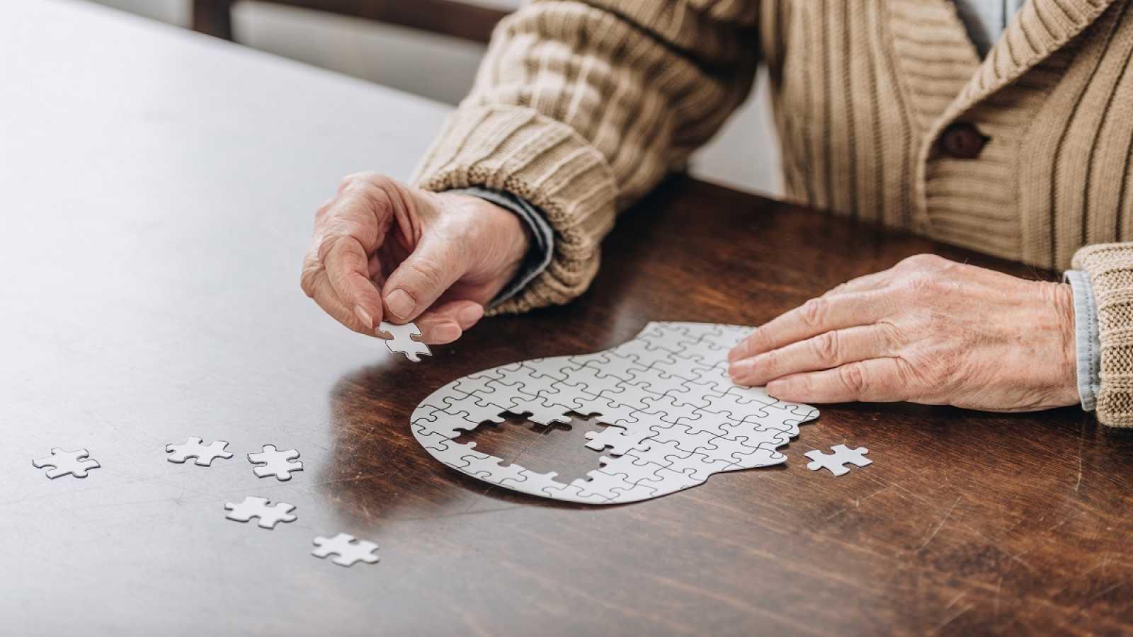 La cuarentena está siendo especialmente difícil en pacientes con un grado avanado de demencia.