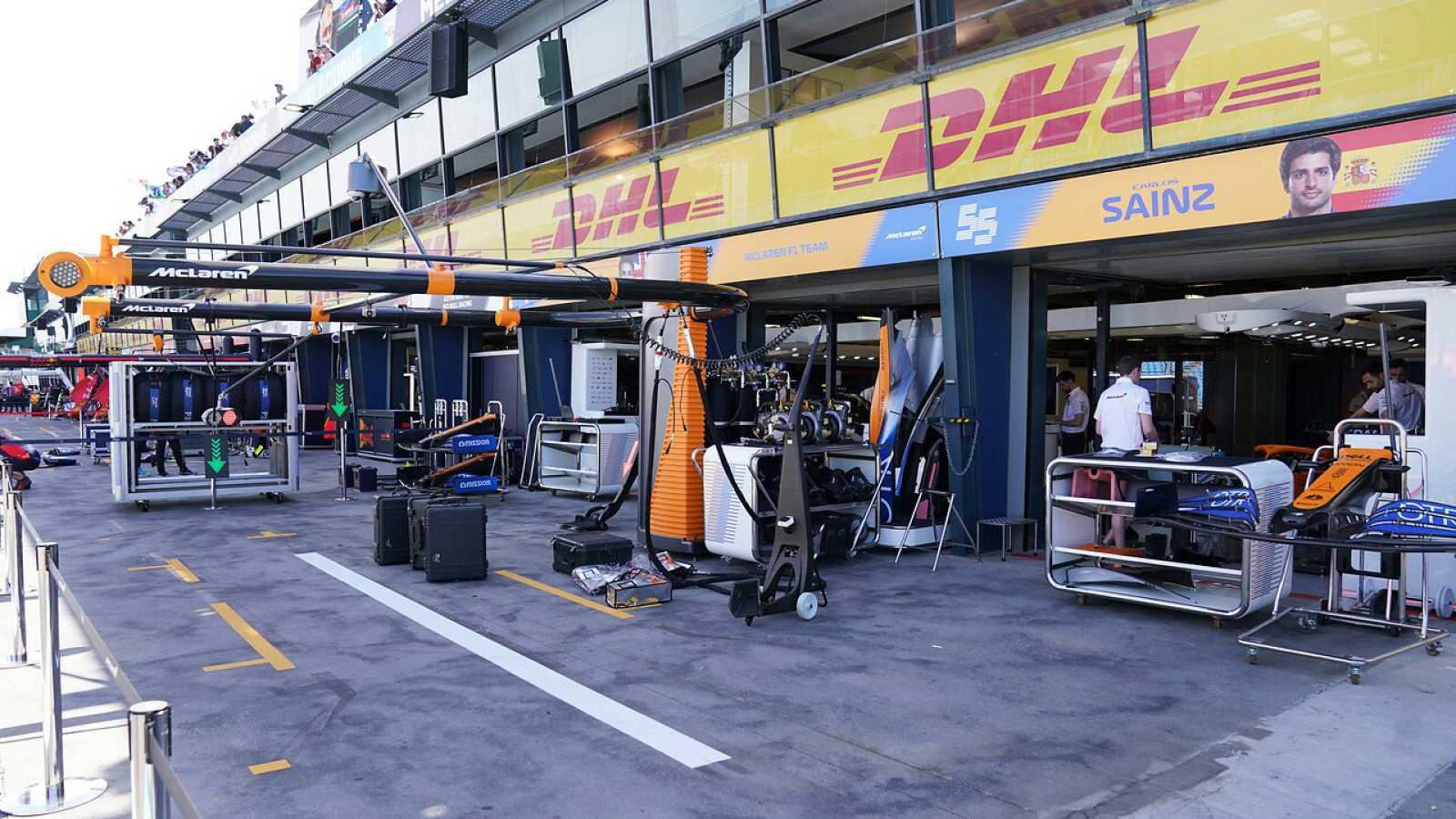 Imagen del box de Mclaren en el circuito de Melbourne.