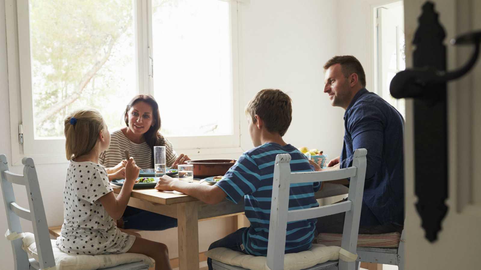 Compartir las tareas del hogar y cuidados ayudará a sobrellevar la cuarentena