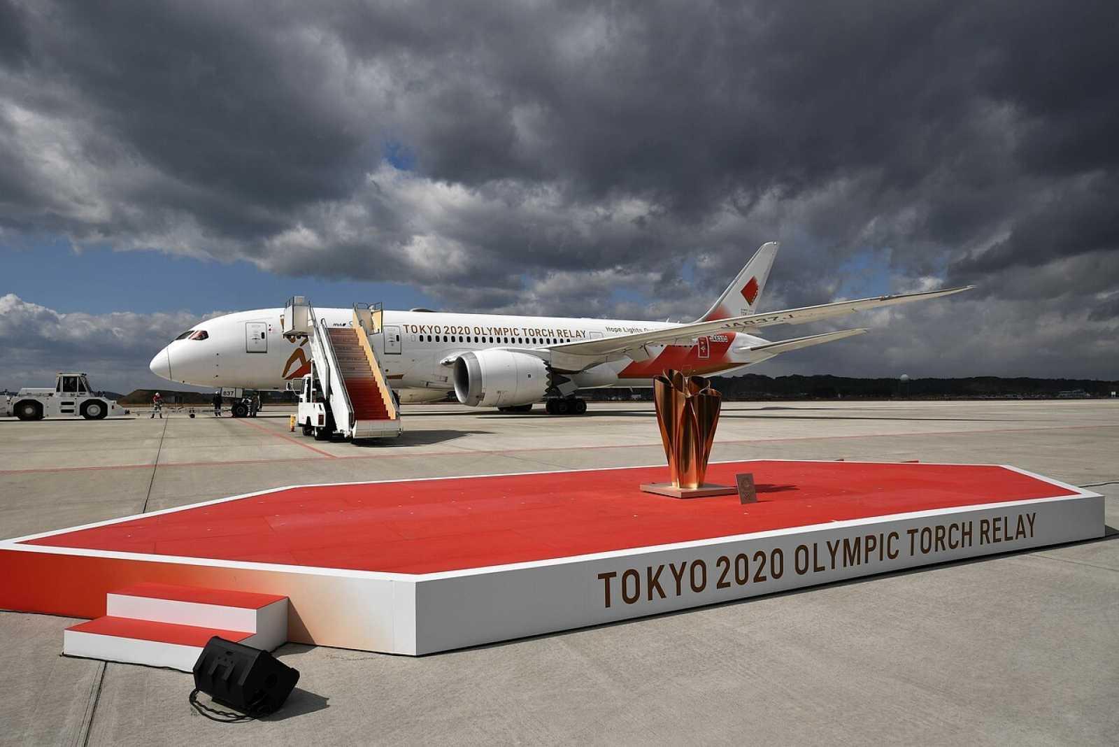 La antorcha olímpica a su llegada a Japón desde Grecia