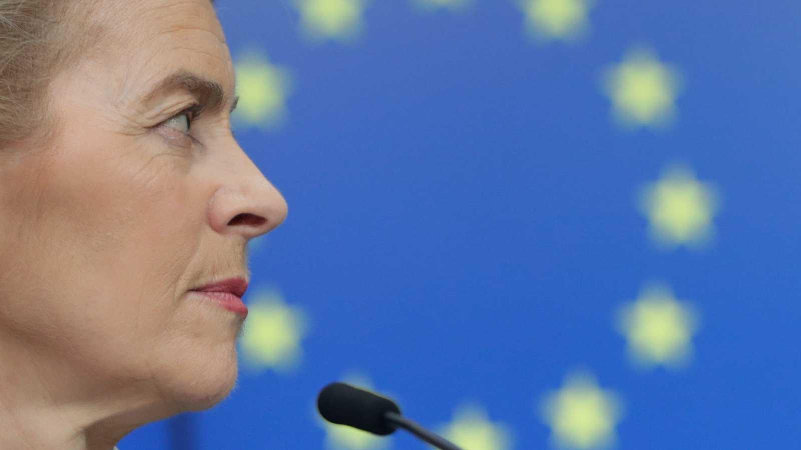 a presidenta de la Comisión Europea, Ursula von der Leyen, una rueda de prensa tras la videoconferencia con los socios del G7