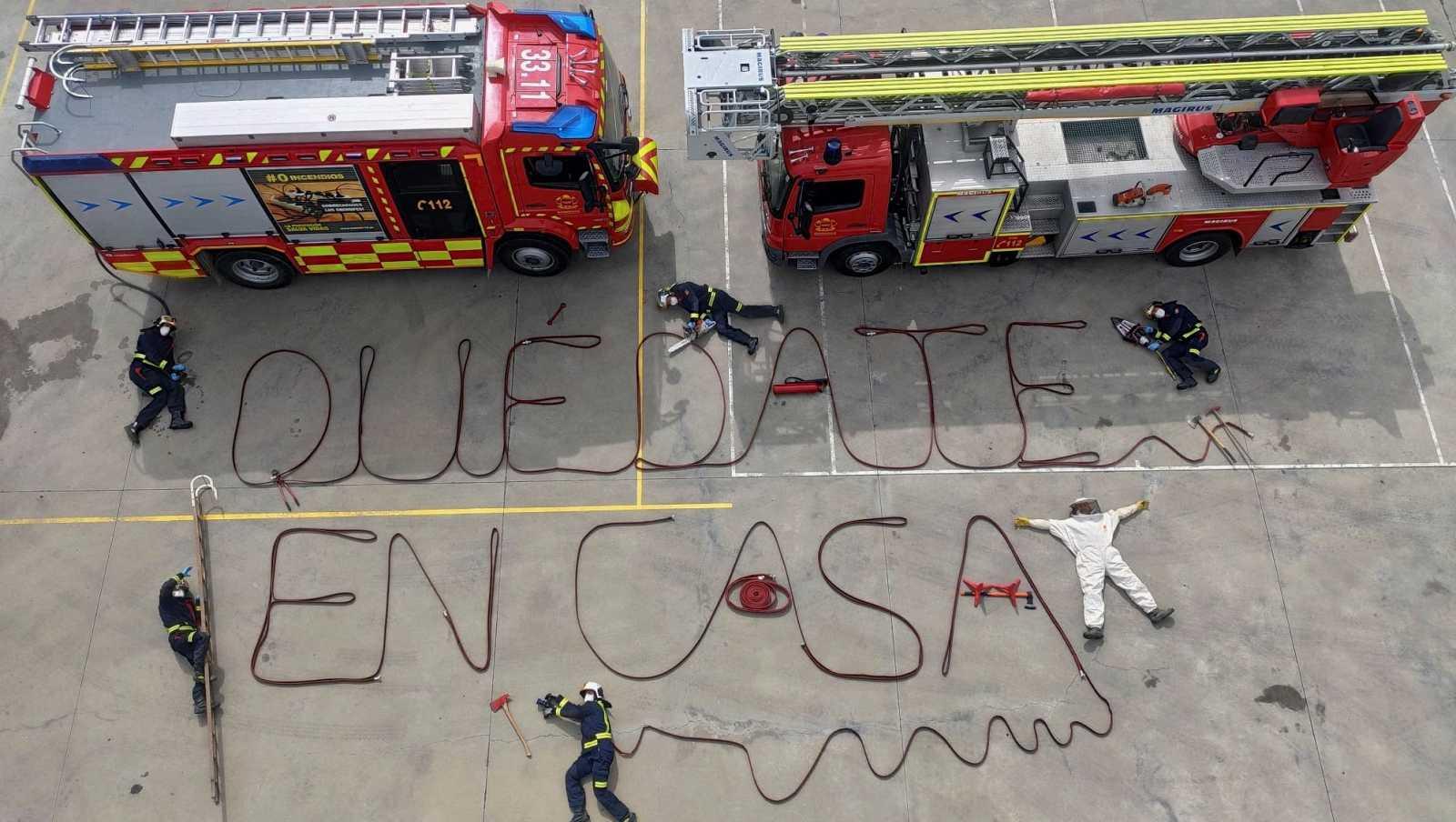 Los bomberos españoles piden a los ciudadanos que se queden en casa para combatir el coronavirus