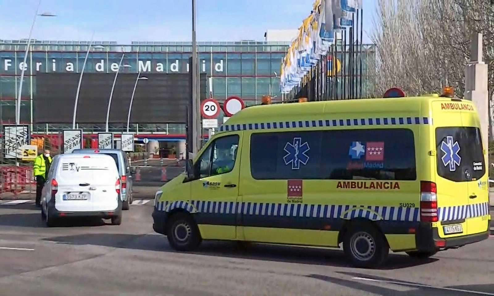 Imagen: Entrada del recinto ferial de Madrid (IFEMA) donde se ha instalado un hospital de campaña