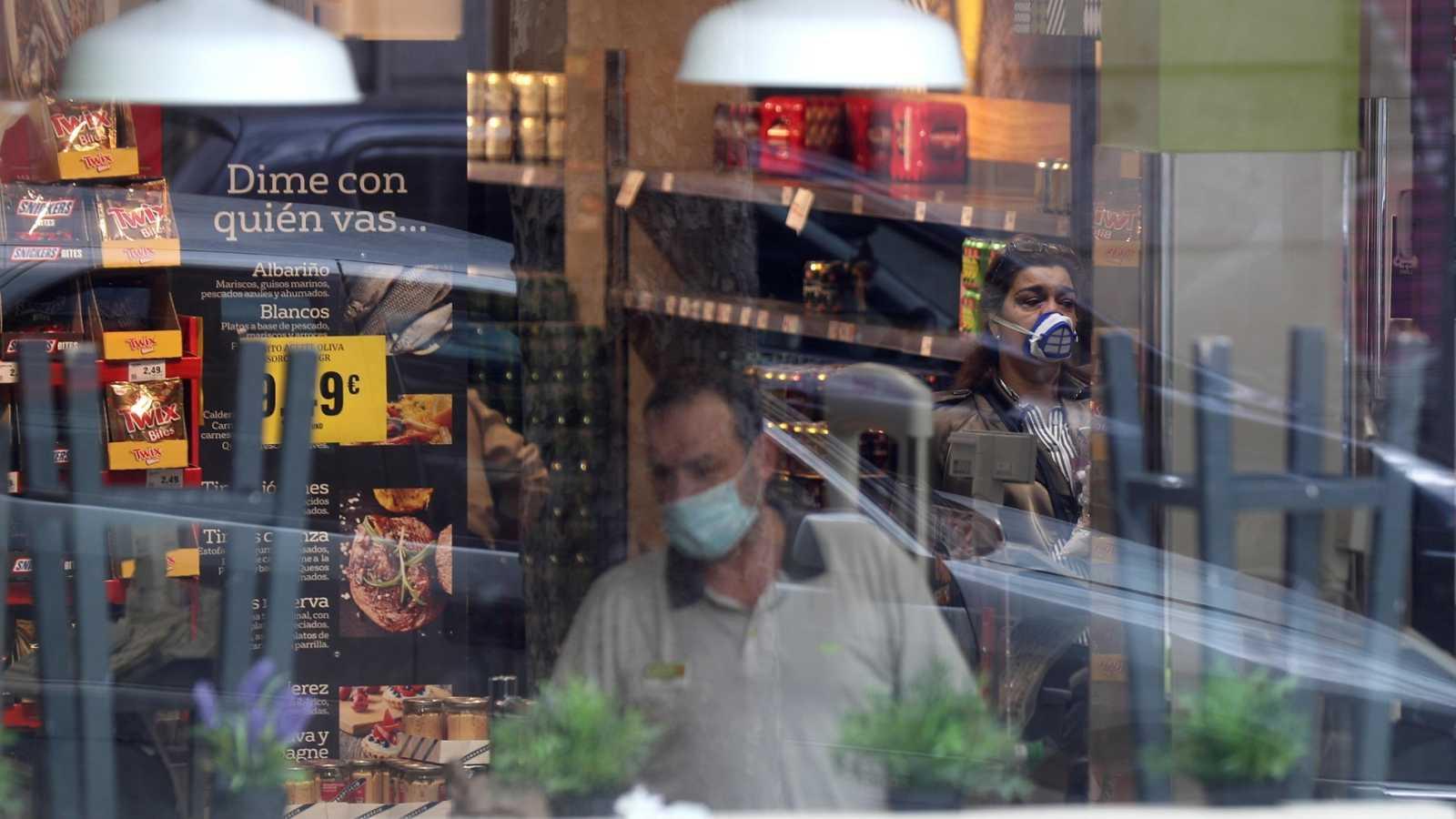 Establecimiento de alimentación abierto en la madrileña calle Ribera de Curtidores