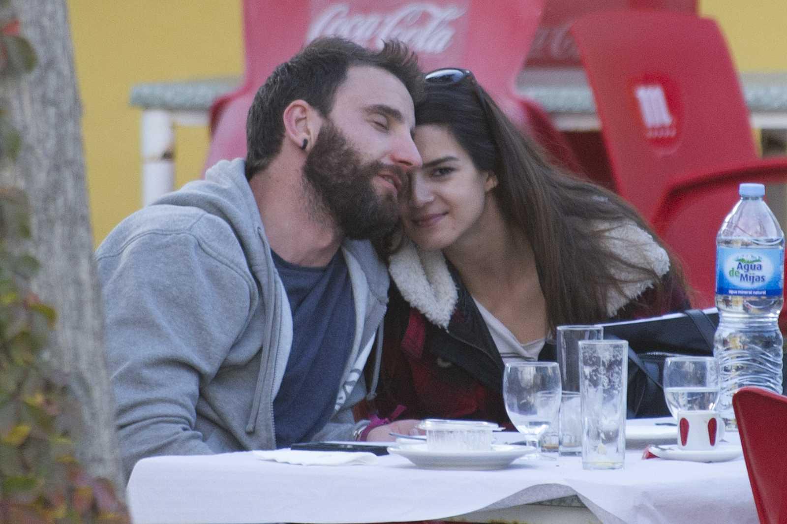 Dani Rovira y Clara Lago en una terraza de Málaga