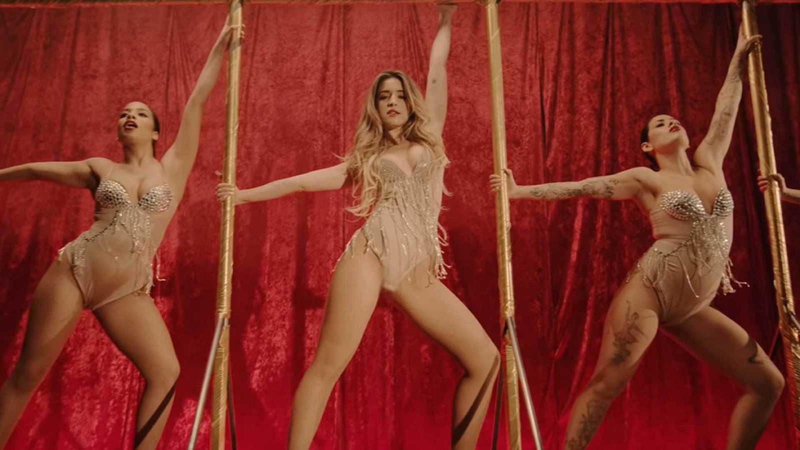 """Imagen del videoclip de """"4 besos"""" de Lola Índigo."""