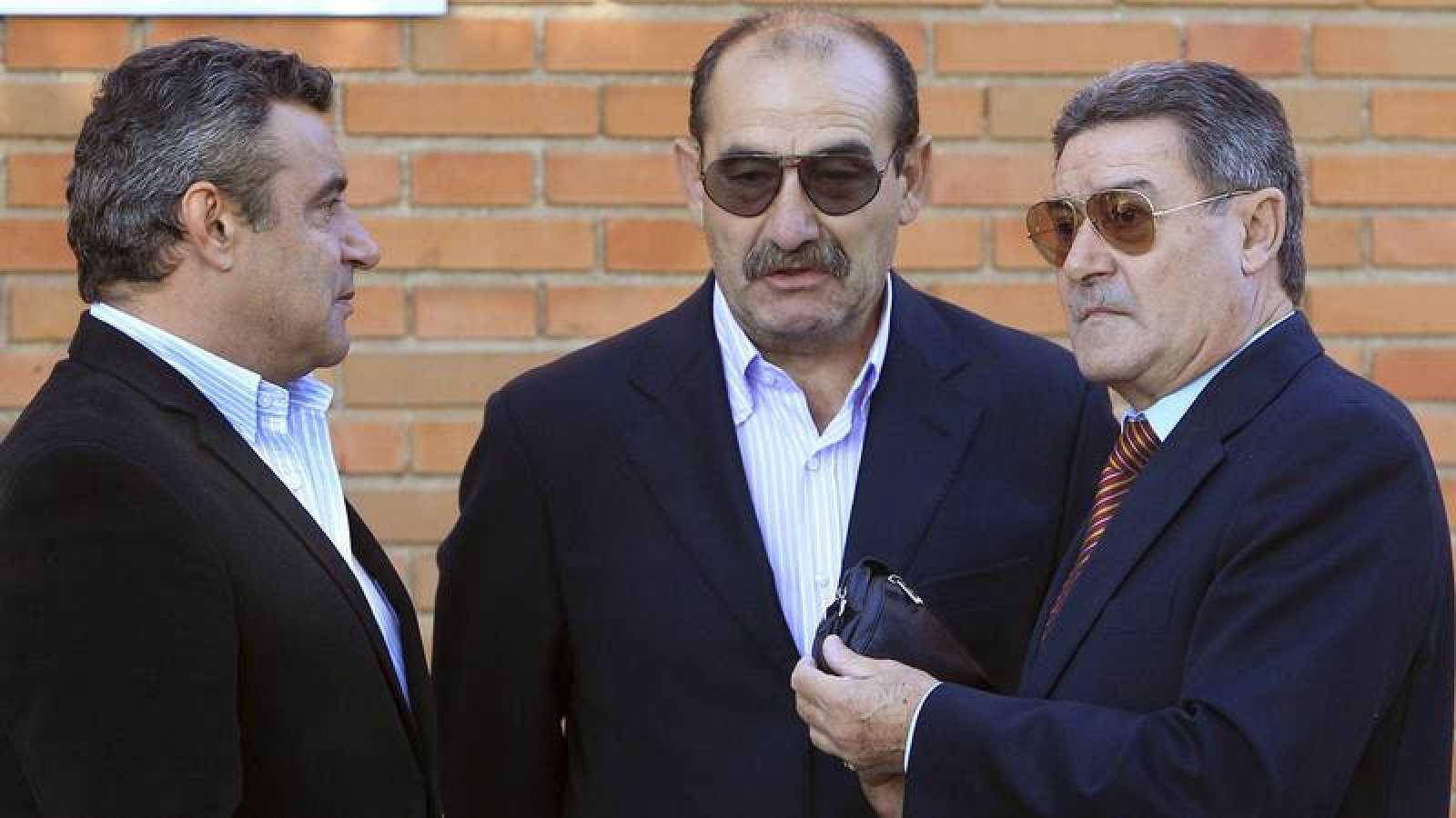 José Luis Capón, en el centro, en el funeral por Juan Carlos Arteche en 2010.