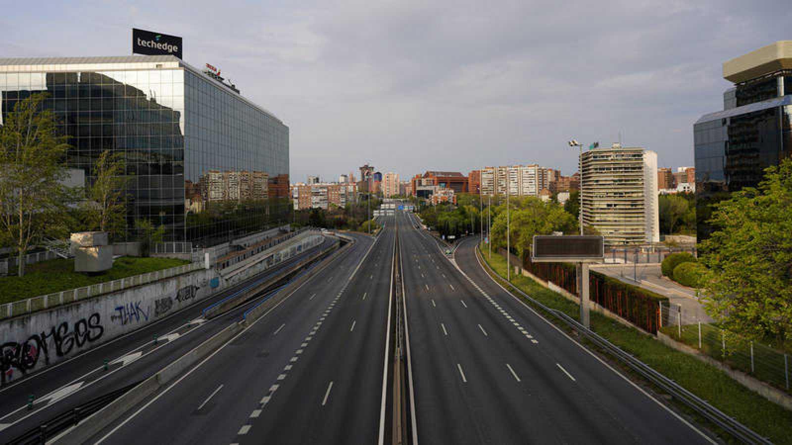 La autovía A-2 desierta a su paso por Madrid