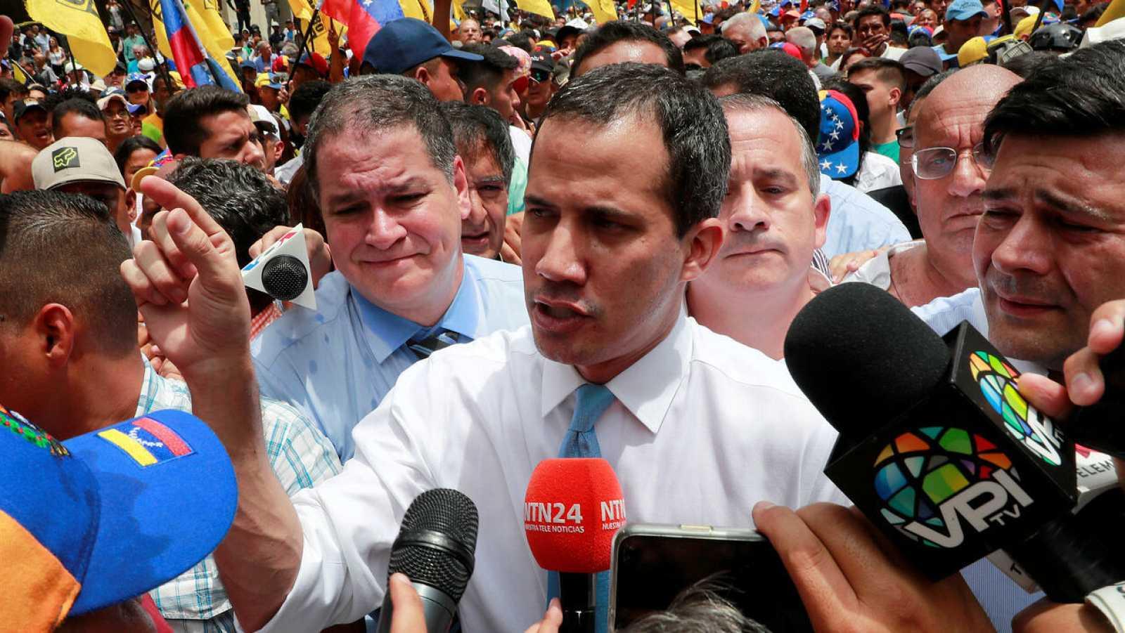 El líder de la Asamblea Nacional, Juan Guaidó, en las calles de Venezuela.