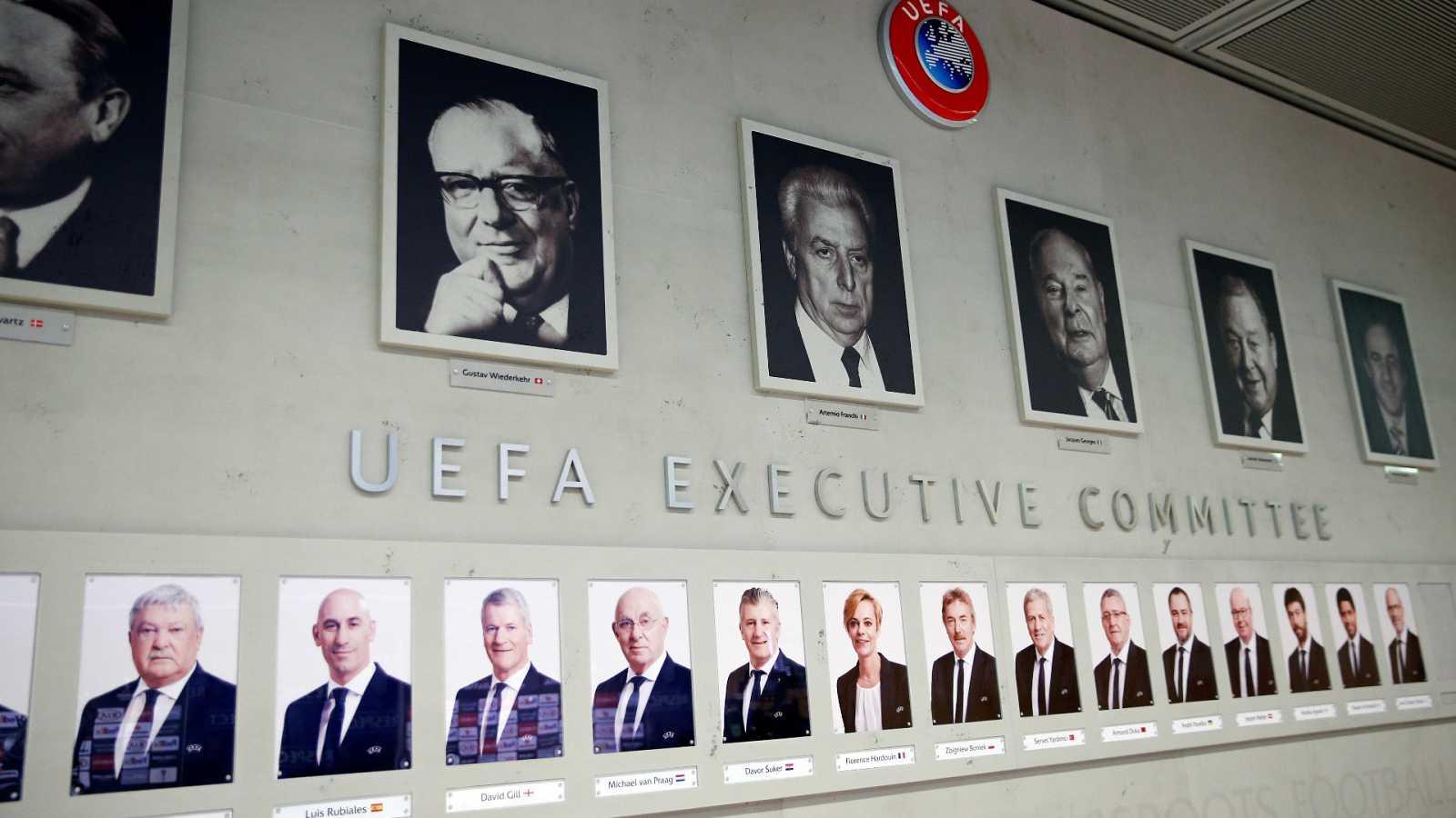 Retratos de los dirigentes actuales e históricos de la UEFA, en su sede