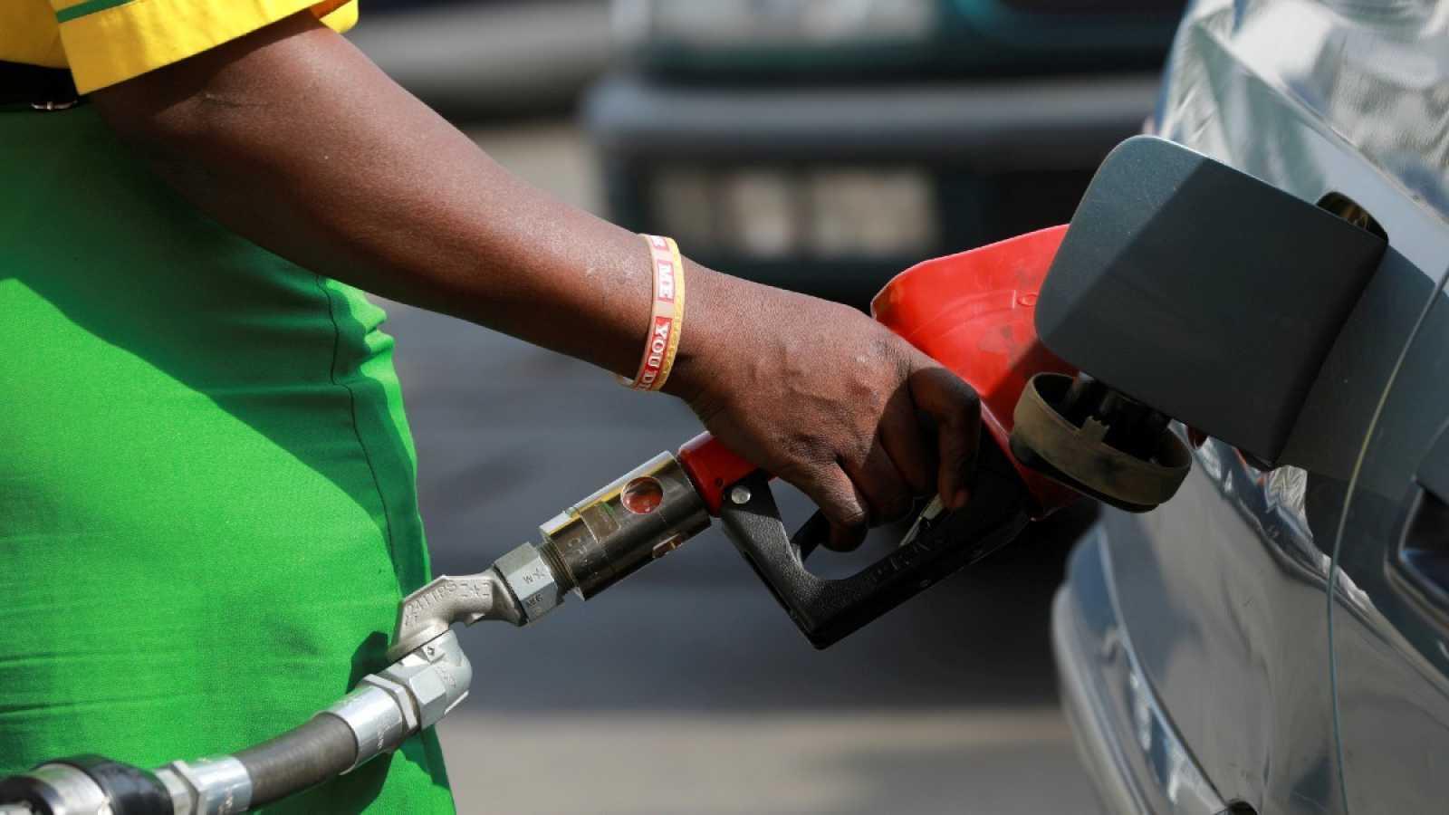 El precio del petróleo se dispara ante la perspectiva de que Rusia y Arabia Saudí recorten su producción