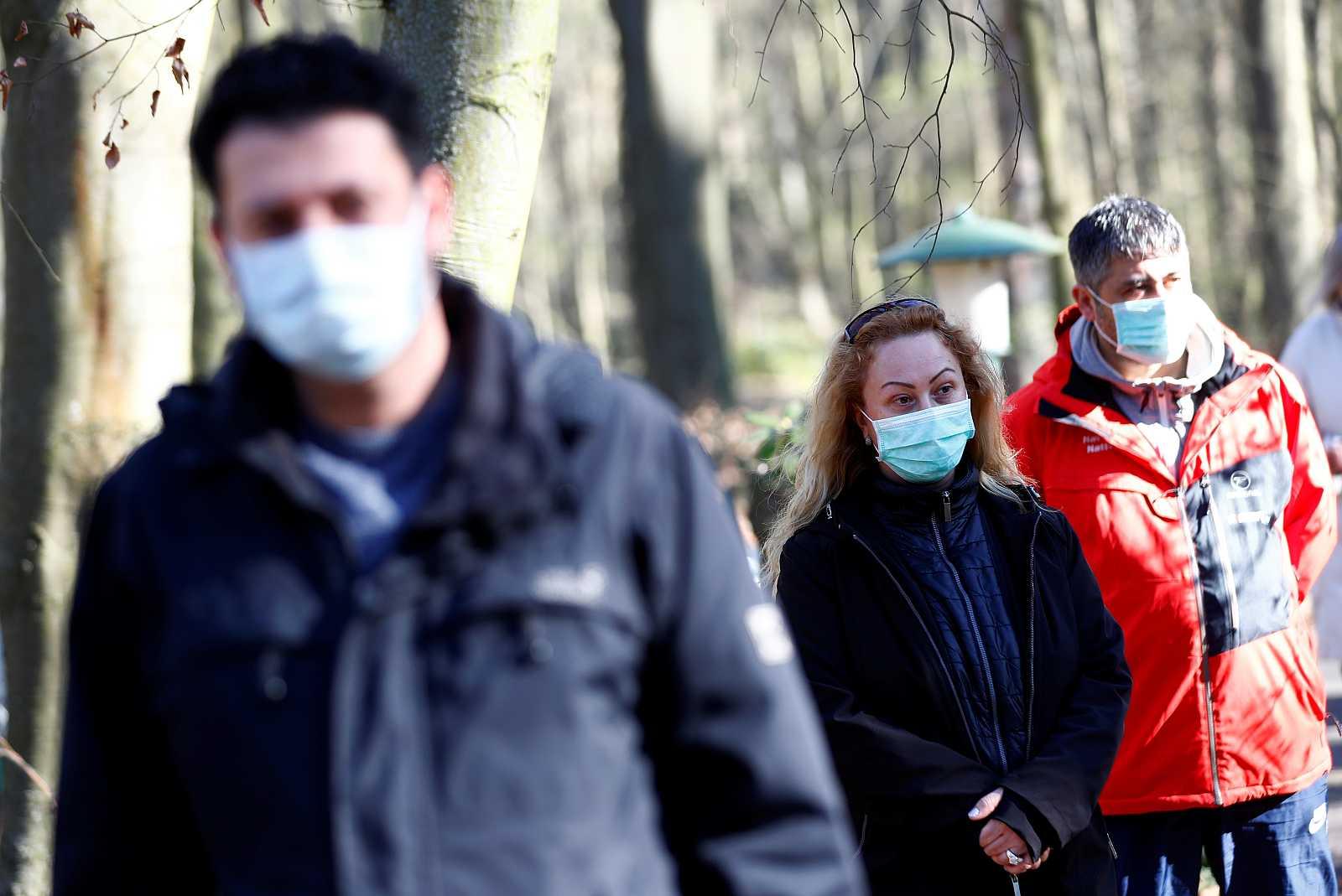 Personas con mascarillas en Berlín