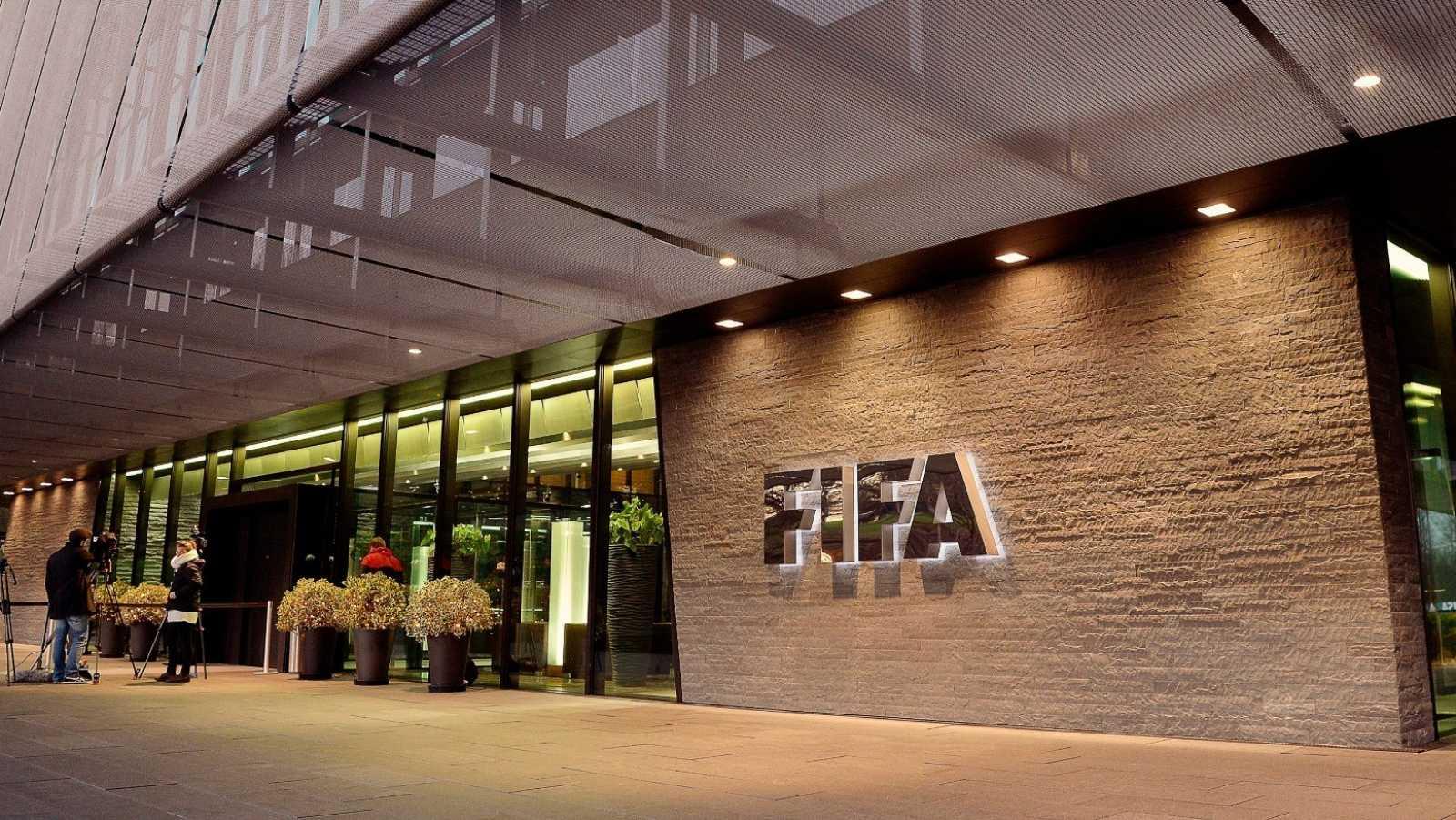 Vista del exterior de la sede de la FIFA en Zúrich, Suiza