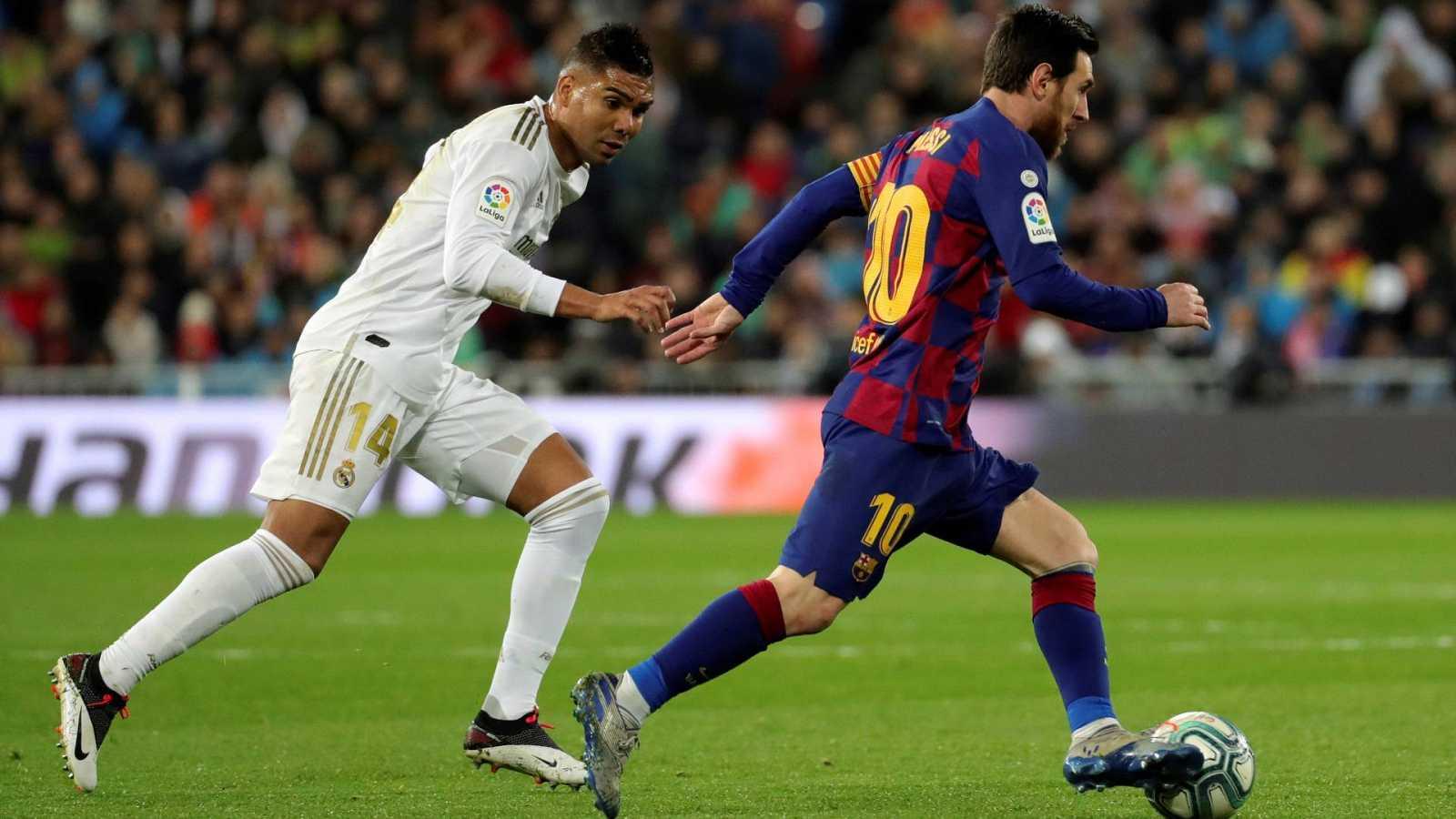 Casemiro y Messi durante un partido de esta Liga