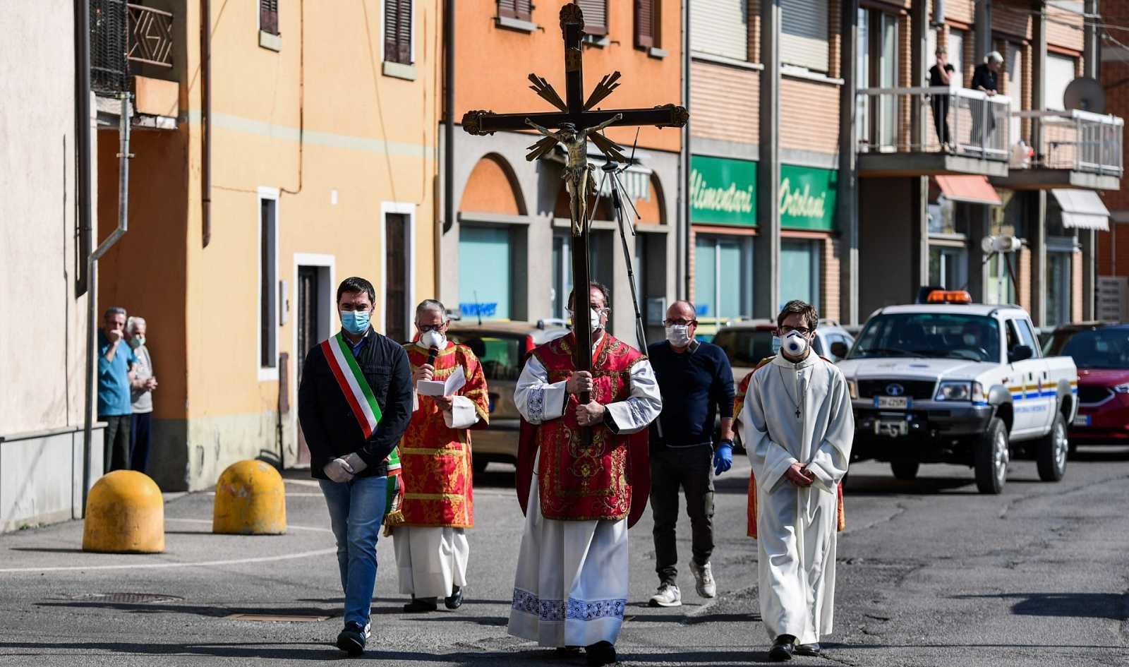 Procesión del Vía Crucis este viernes en Pontoglio (Lombardía)